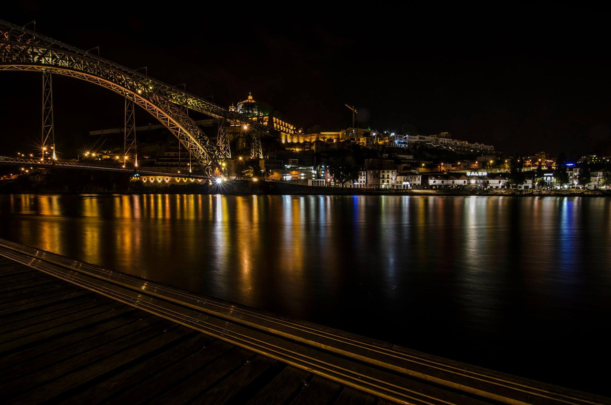 Porto by night by Niels Vandewoude