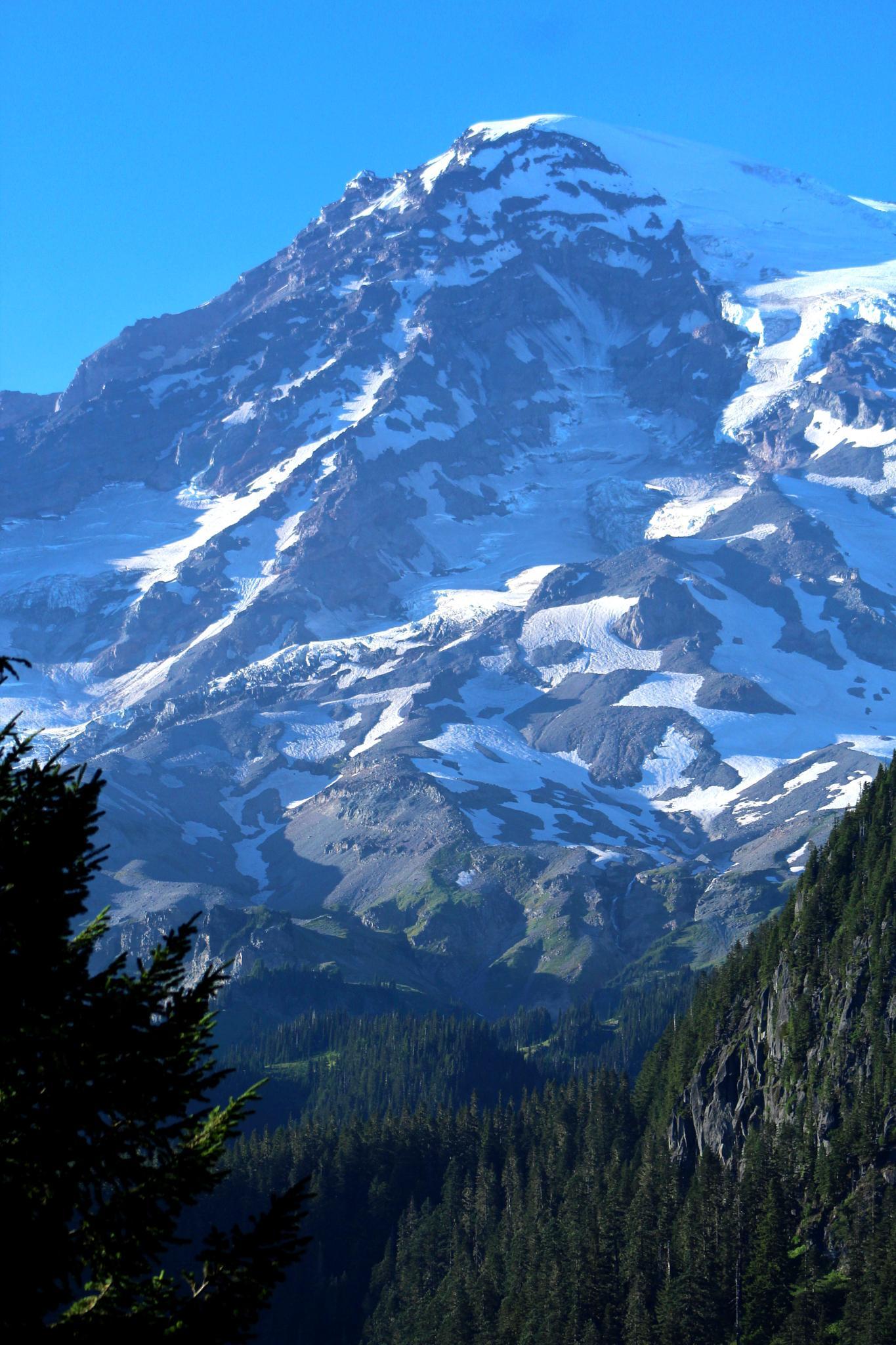 Mount Rainier by JosephParker