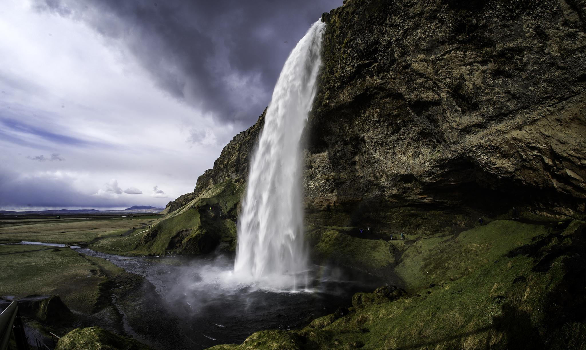 Seljalandsfoss waterfall by kjetilpa