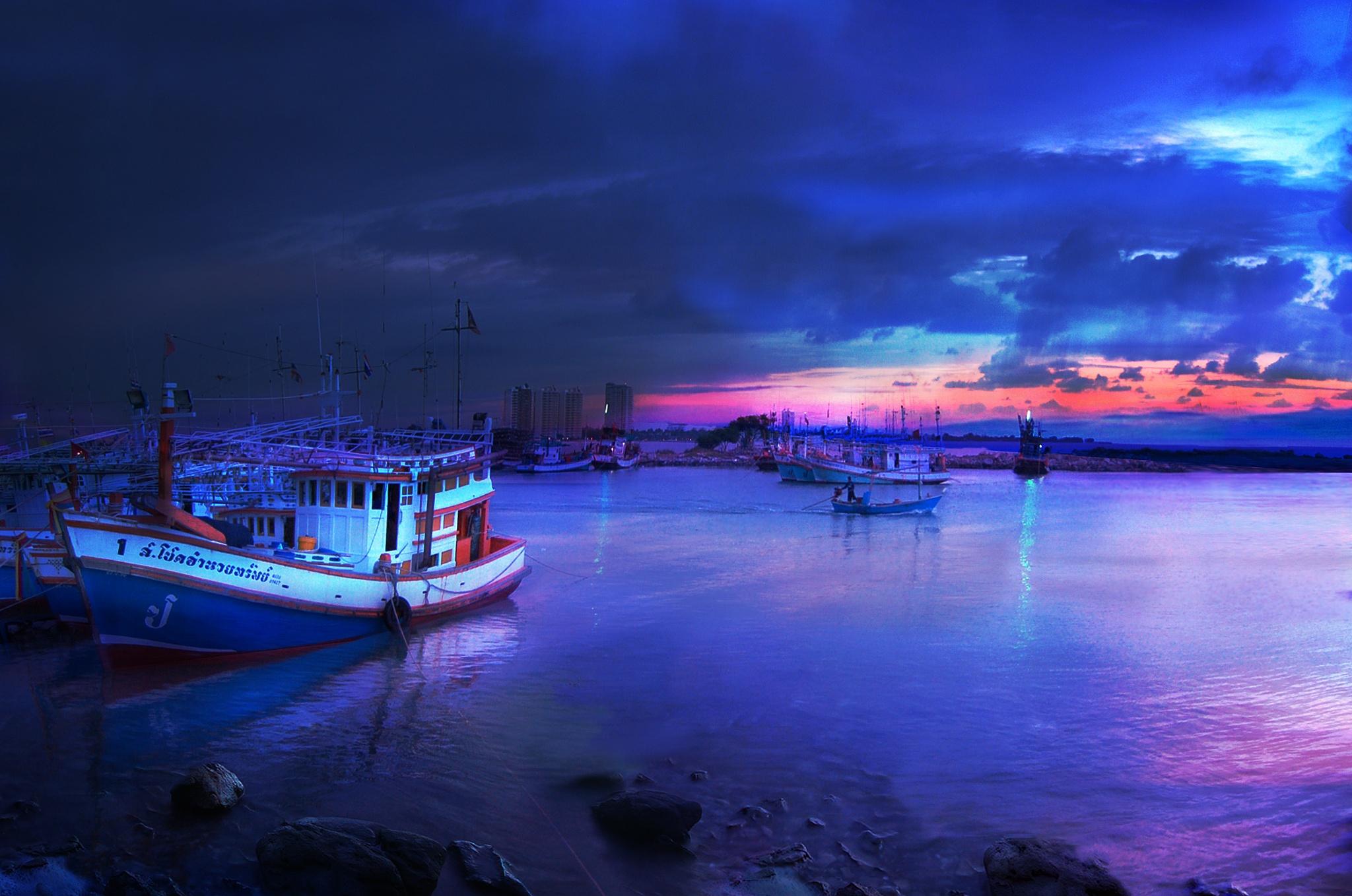 Blue hours by Giuseppe Castro