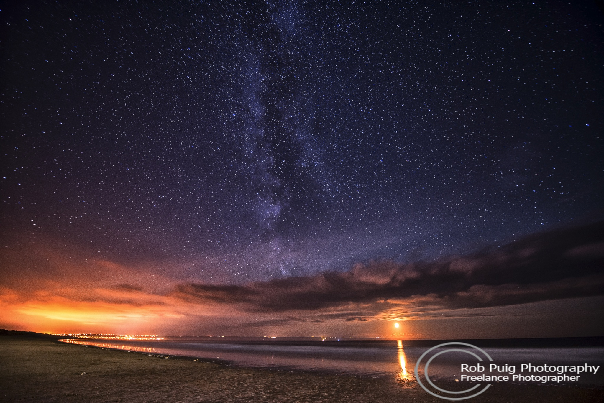 Under the night sky by Robert Puig