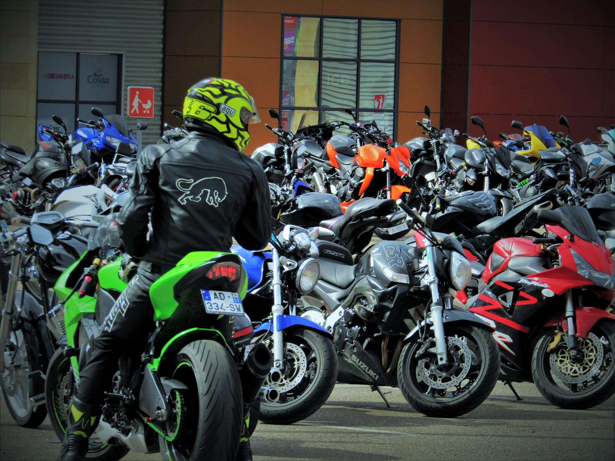 Motos by catherinevigili
