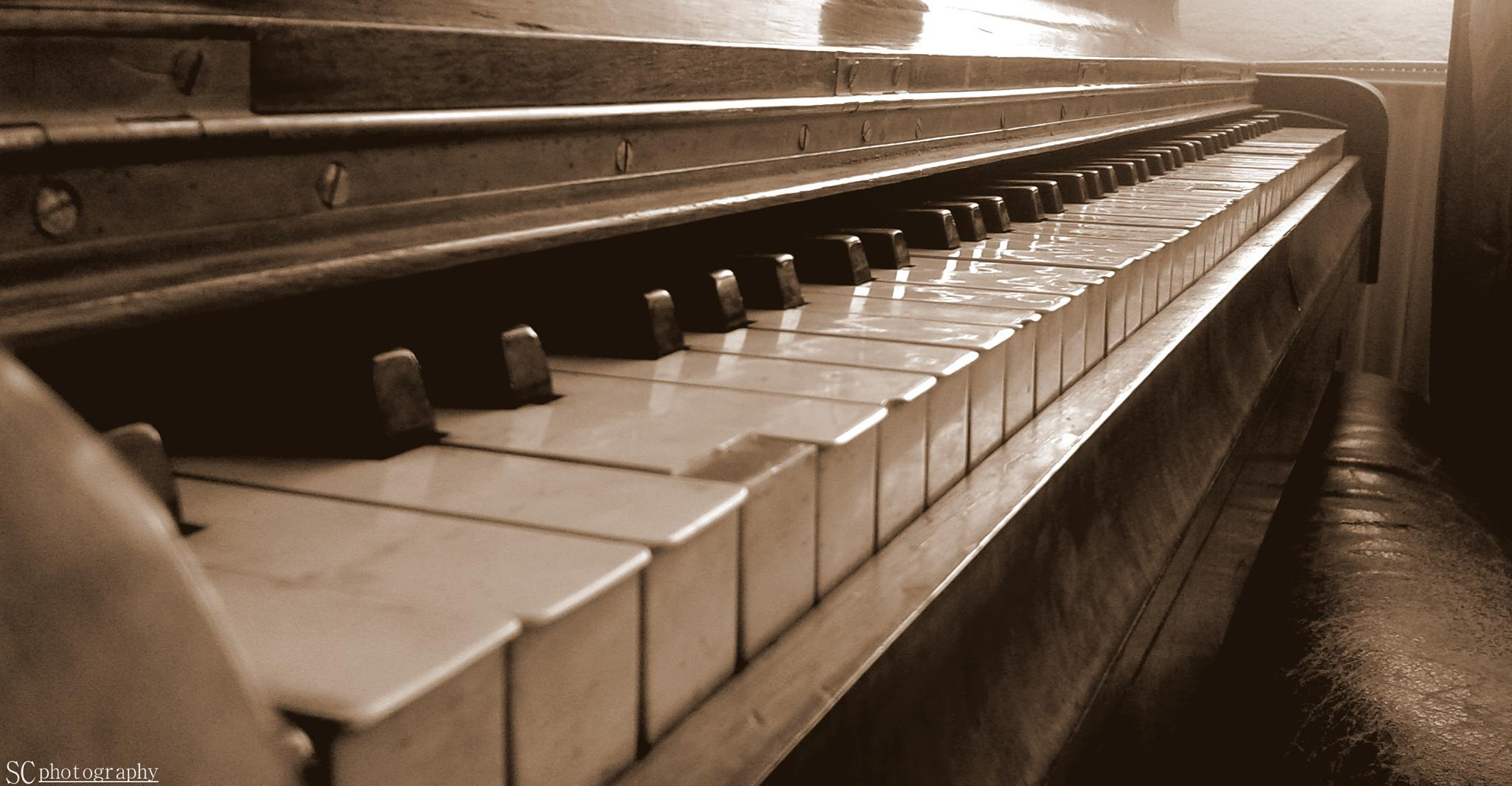 Old piano by S.C PHOTOGRAPHY