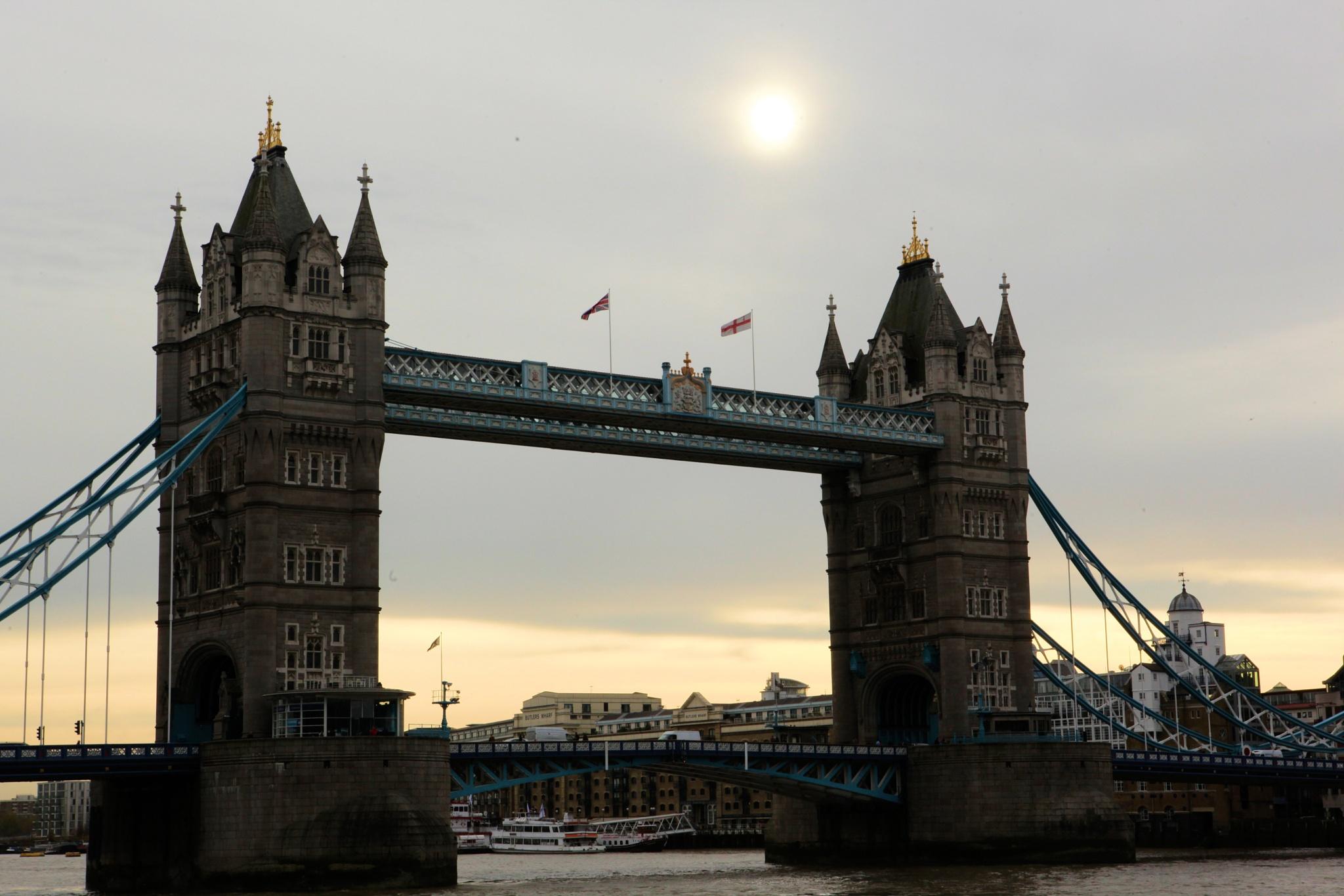 London Bridge by robteilets