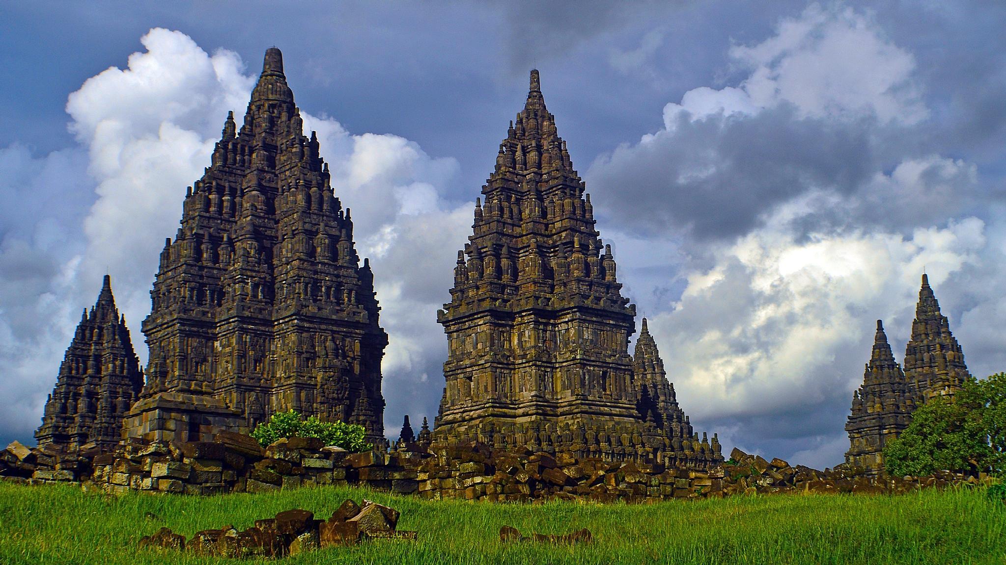 Prambanan temple by Sigit Purnomo
