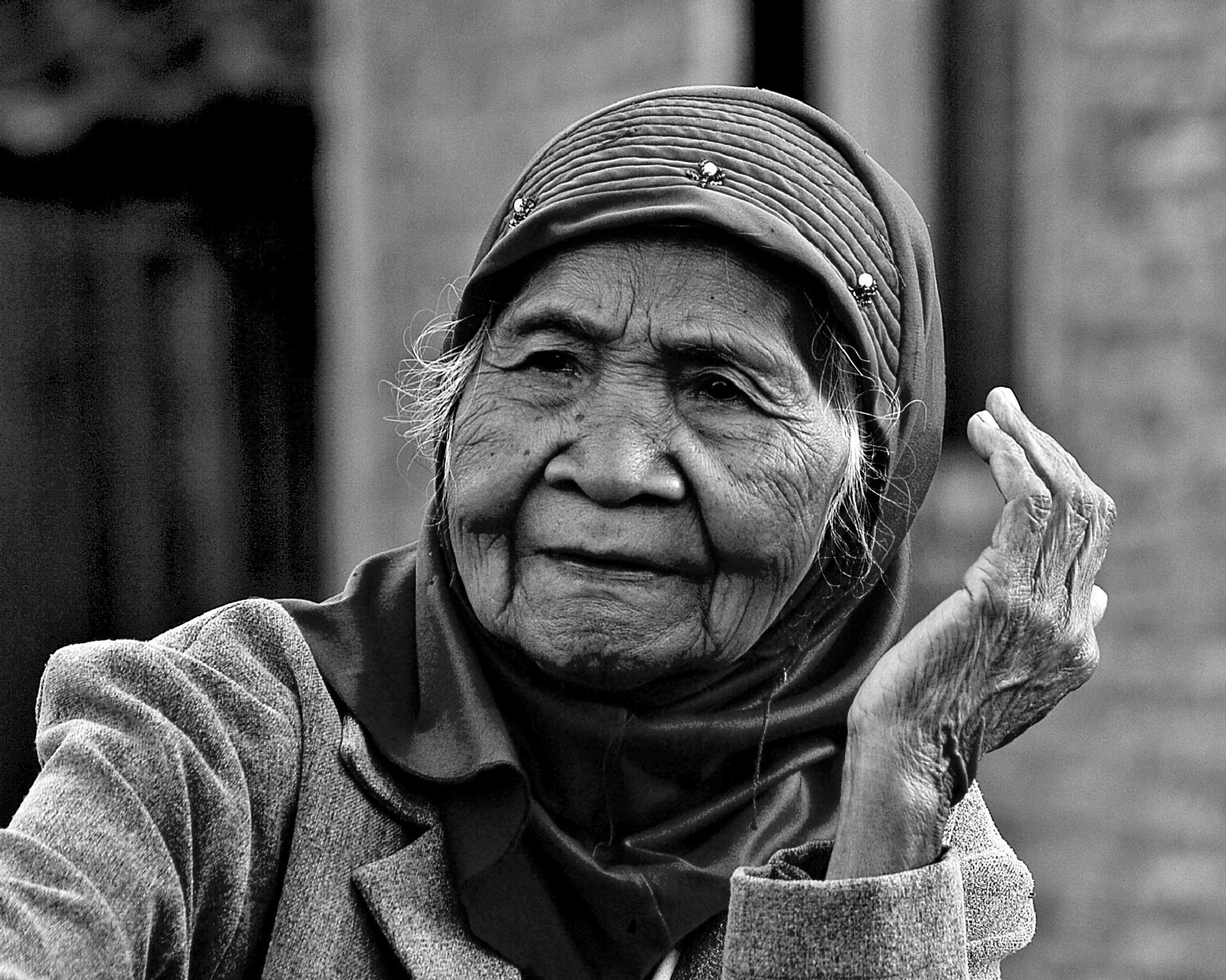 Old woman portrait by Sigit Purnomo