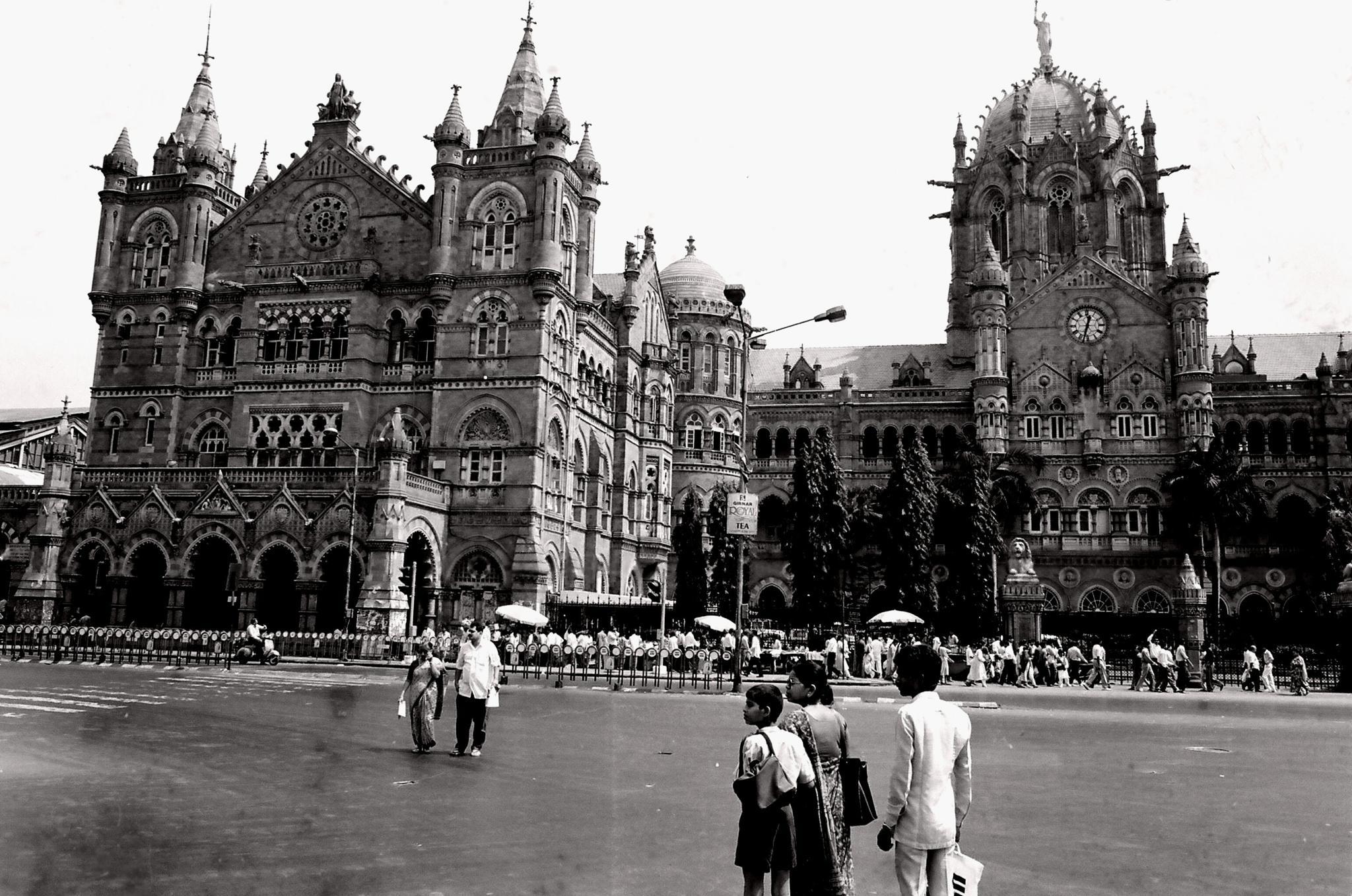 Chhatrapati Shivaji Terminus railway station by adjie tjokrosoedarmo