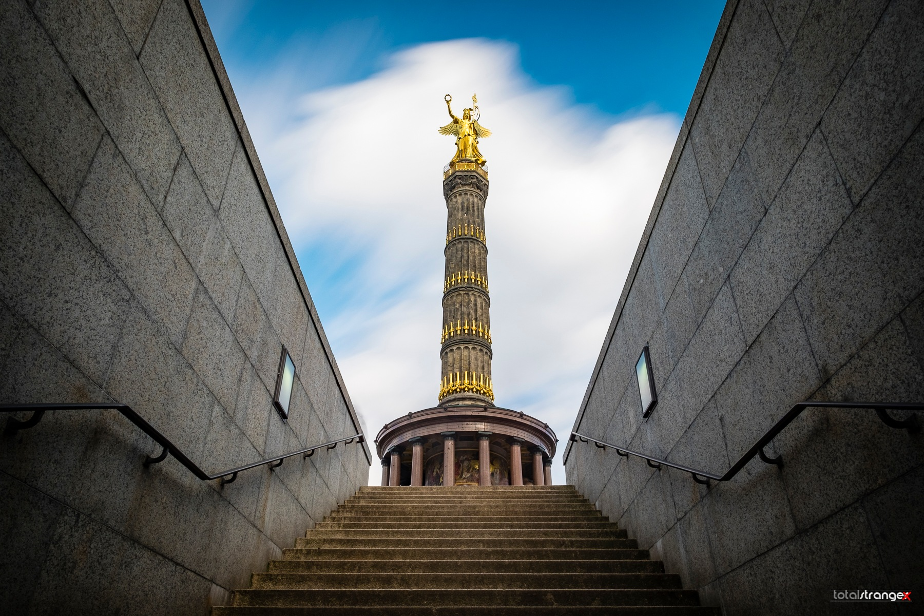 Victory Column by totalstranger
