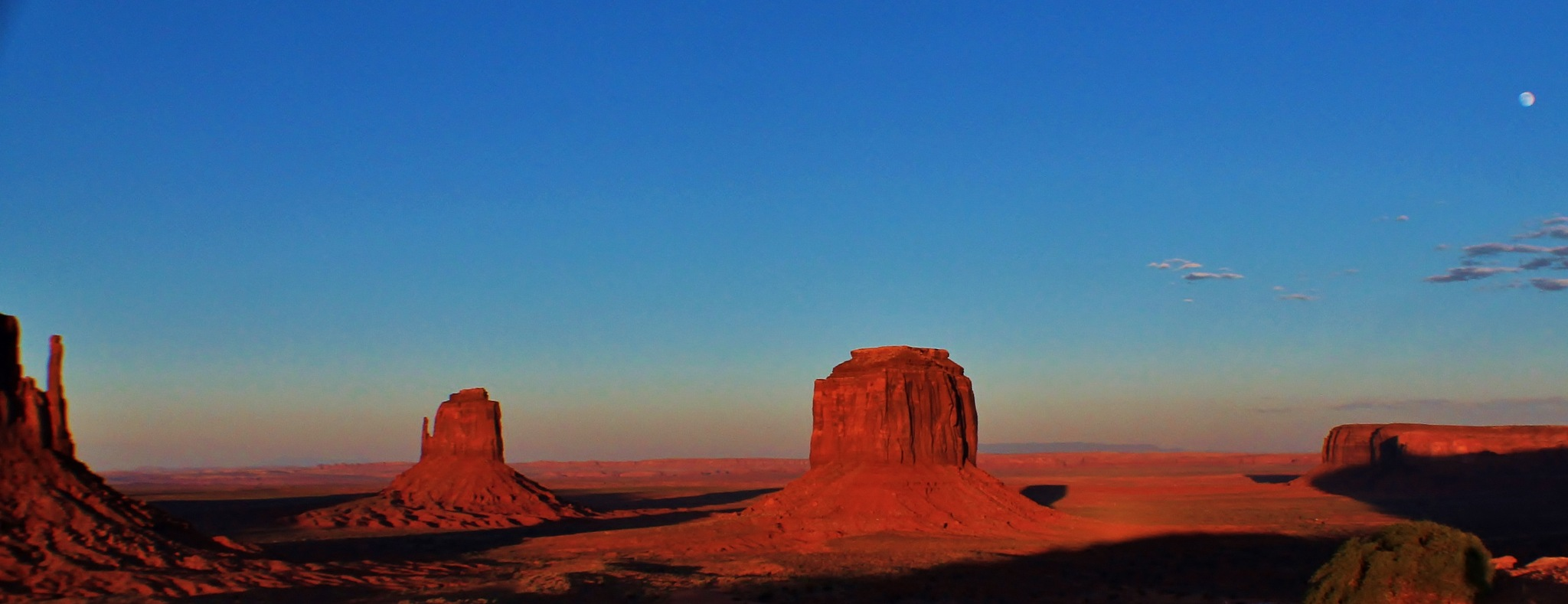 Moon over Monument Valley by yehaa_2001