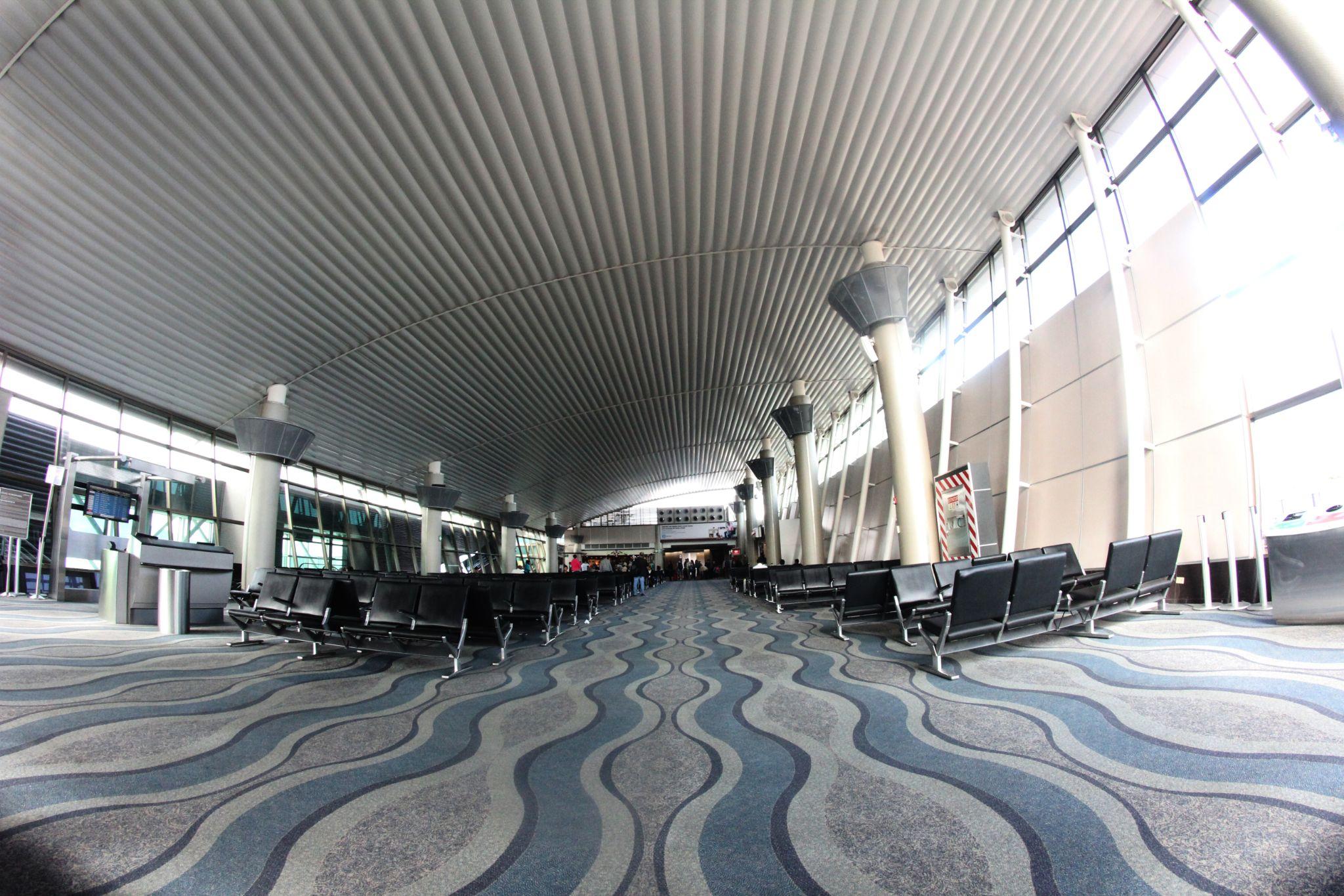 Alajuela Airport by fotoroberto