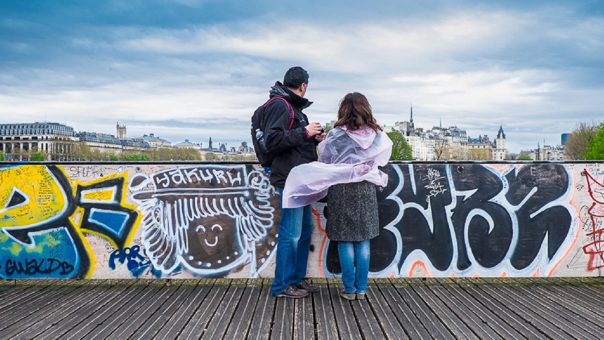 Photo in Street Photography #paris #passerelle #cadenas