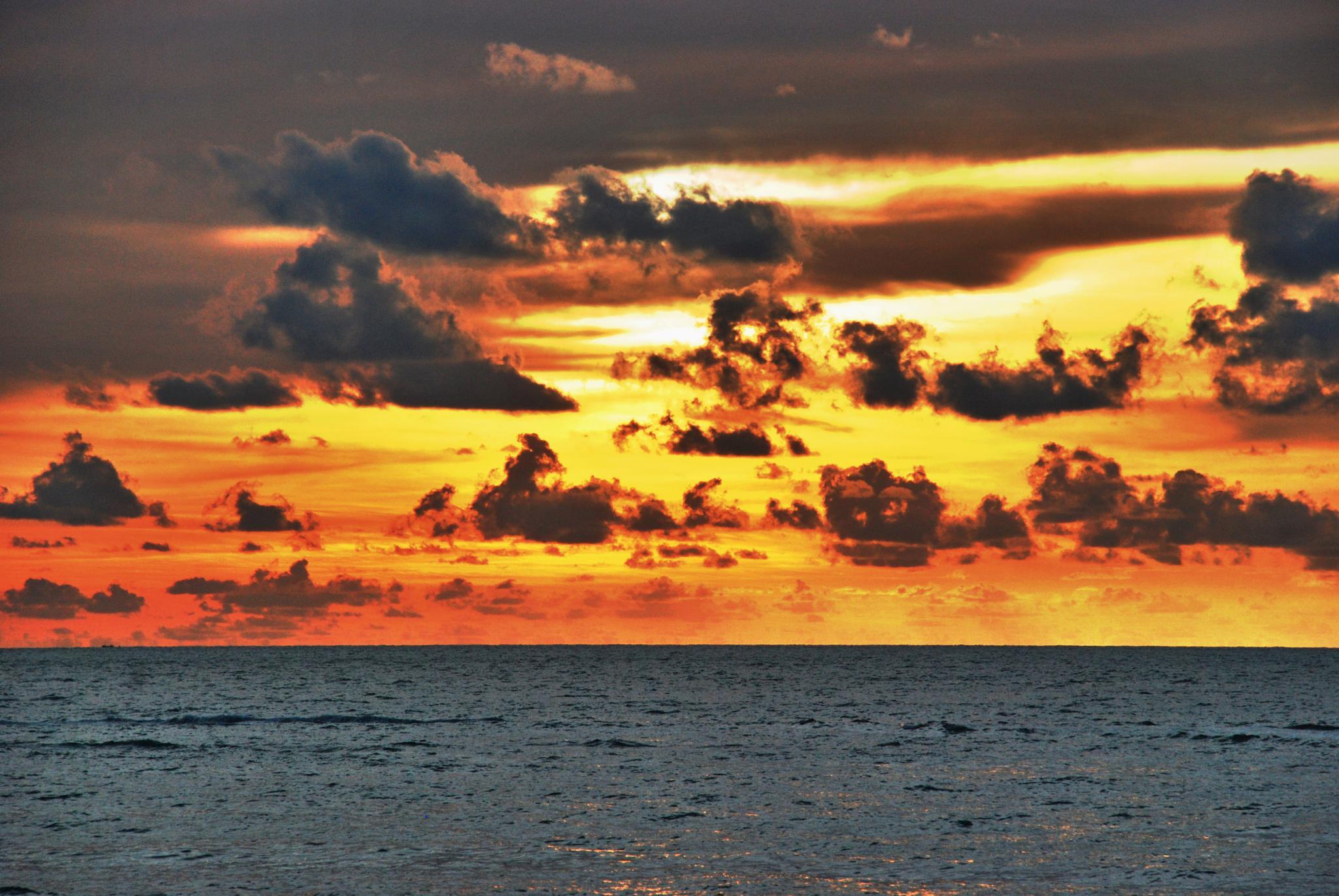 Sunset at Batu Ferringhi by wooyuenfoo