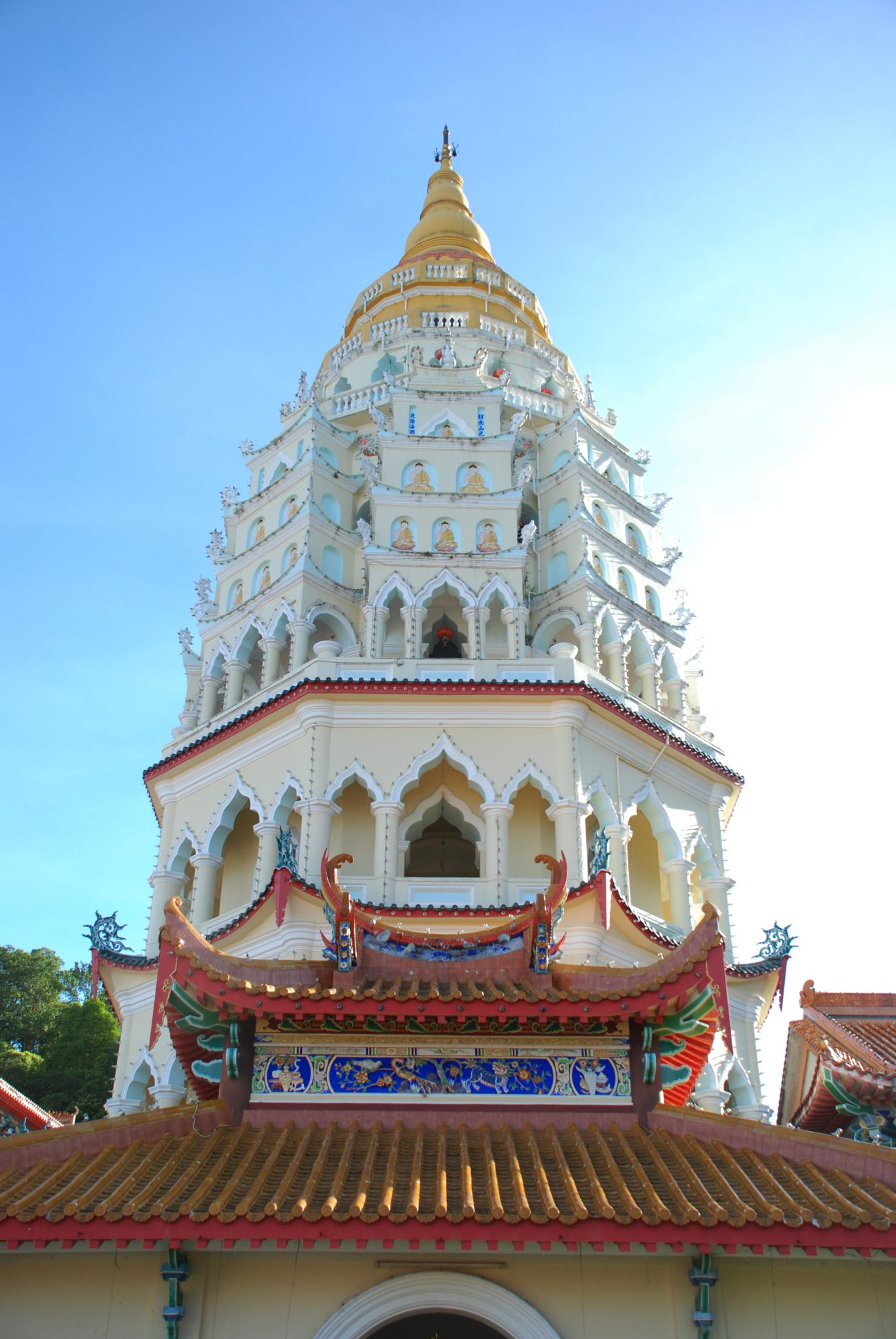 Kek Lo Si Temple by wooyuenfoo