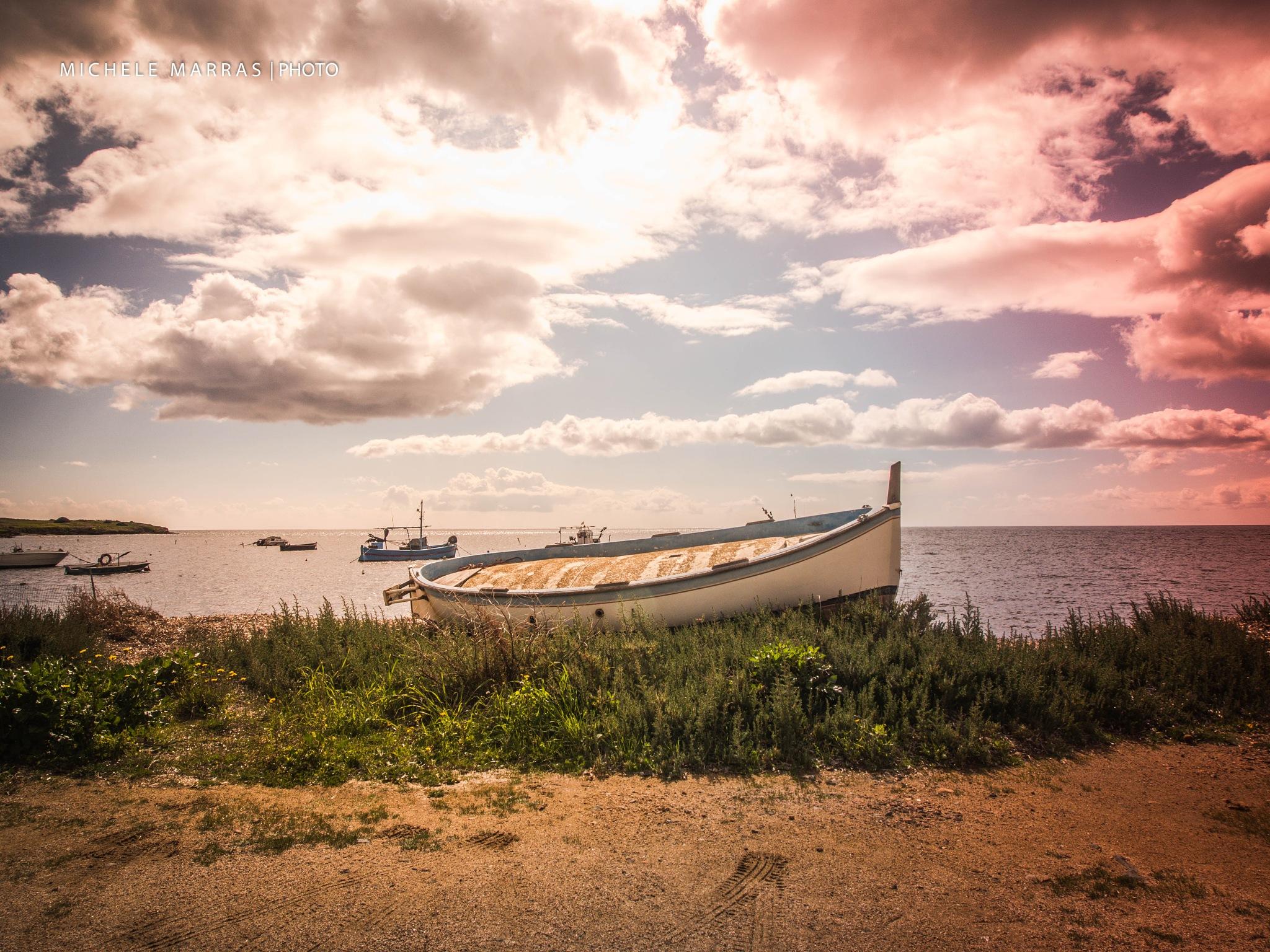 Barca in secca by Michele Pinna Marras