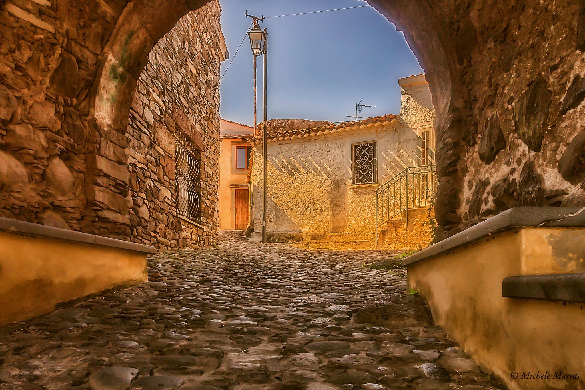 Vista da sotto l'arco by Michele Pinna Marras