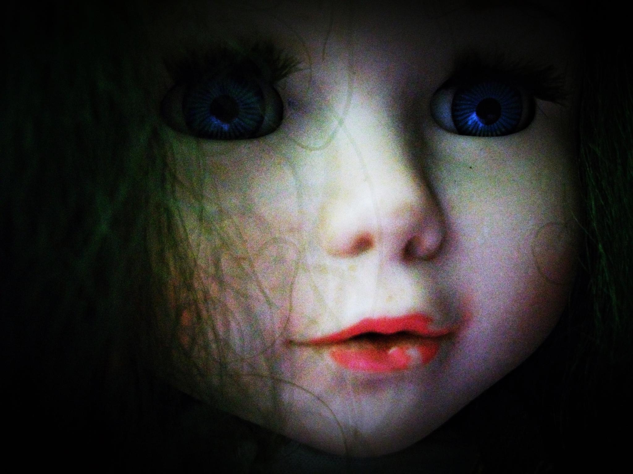 Blue eyes:) by Crismik