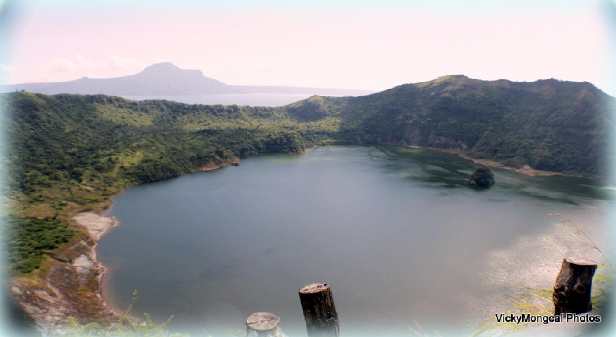 Taal Crater by viki mongcal