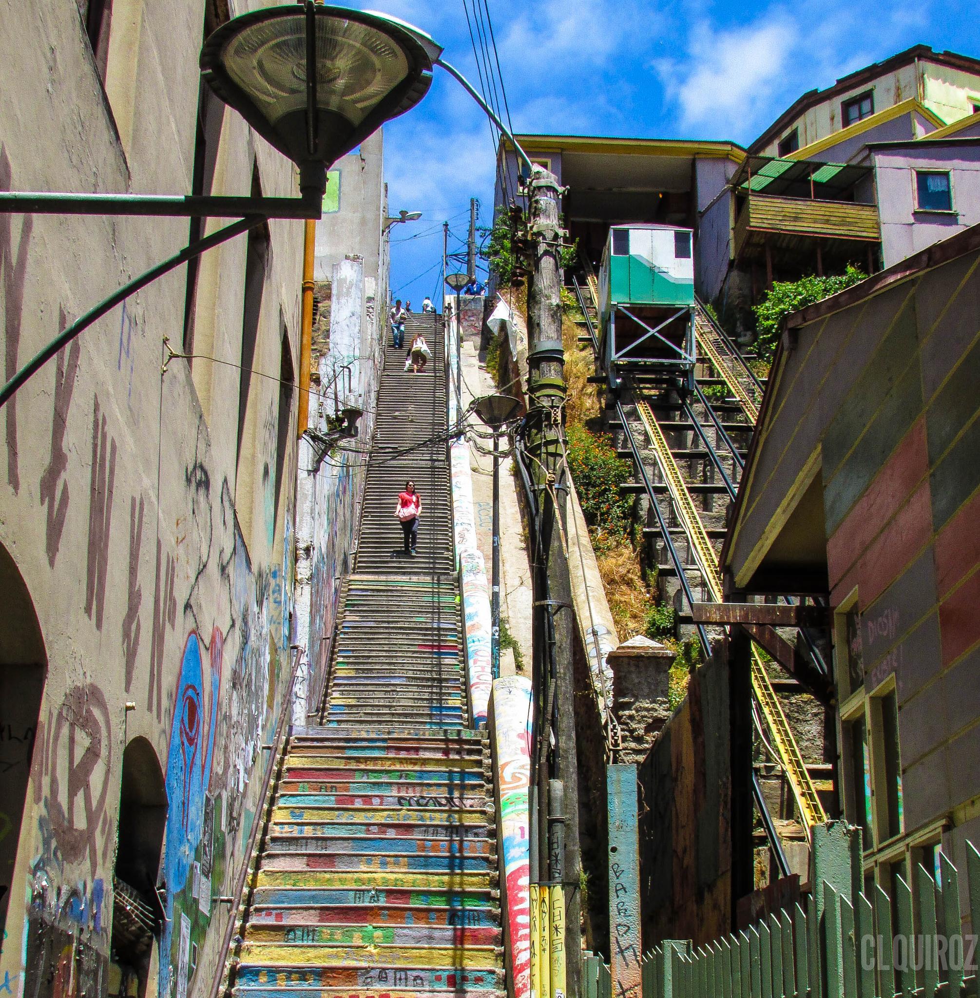 Valparaiso Stairs by Claudio Quiroz C.