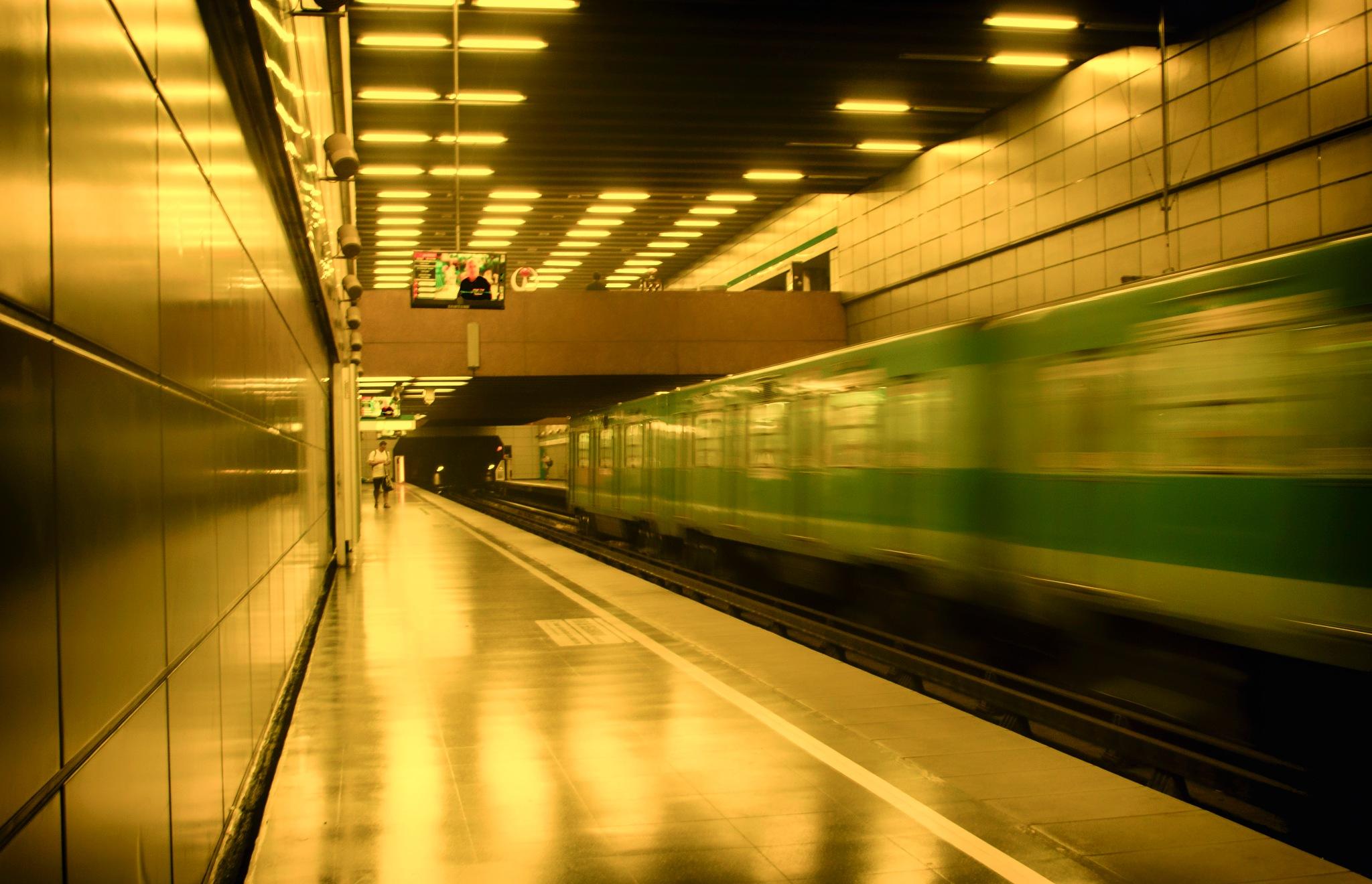 Metro by Claudio Quiroz C.