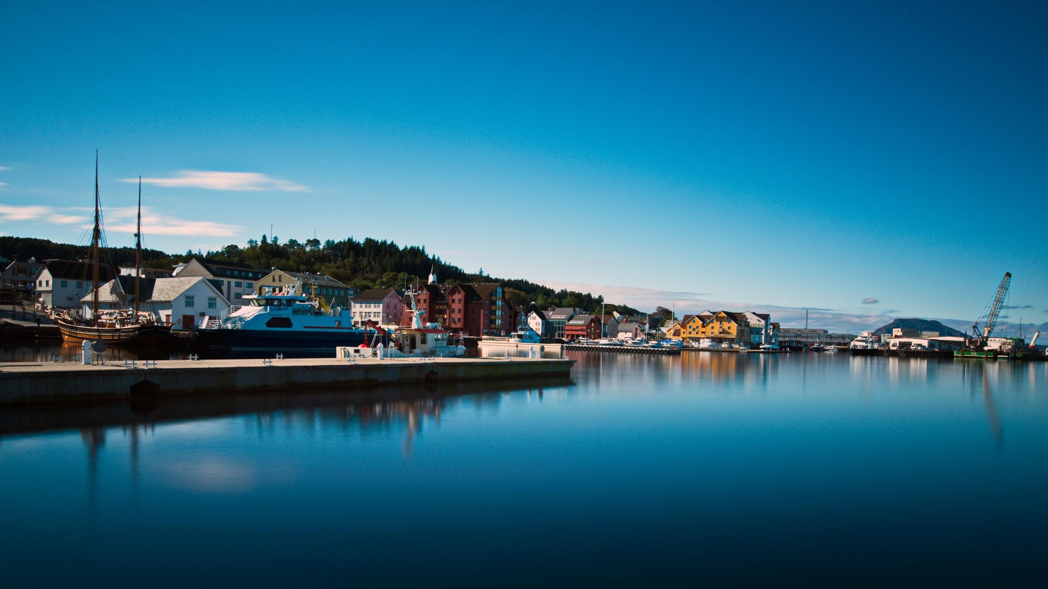 Sunny day in Florø by Stian Olaisen