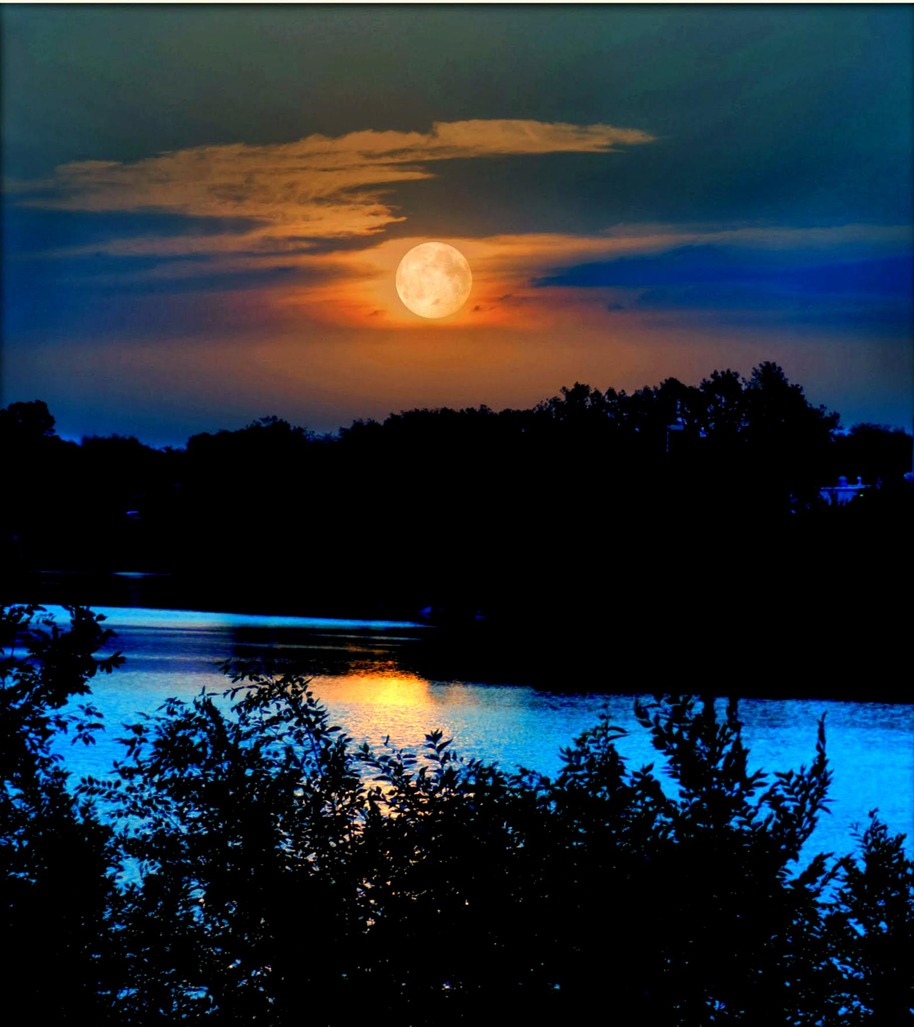 Moon Over The Arkansas by Lione'sLens
