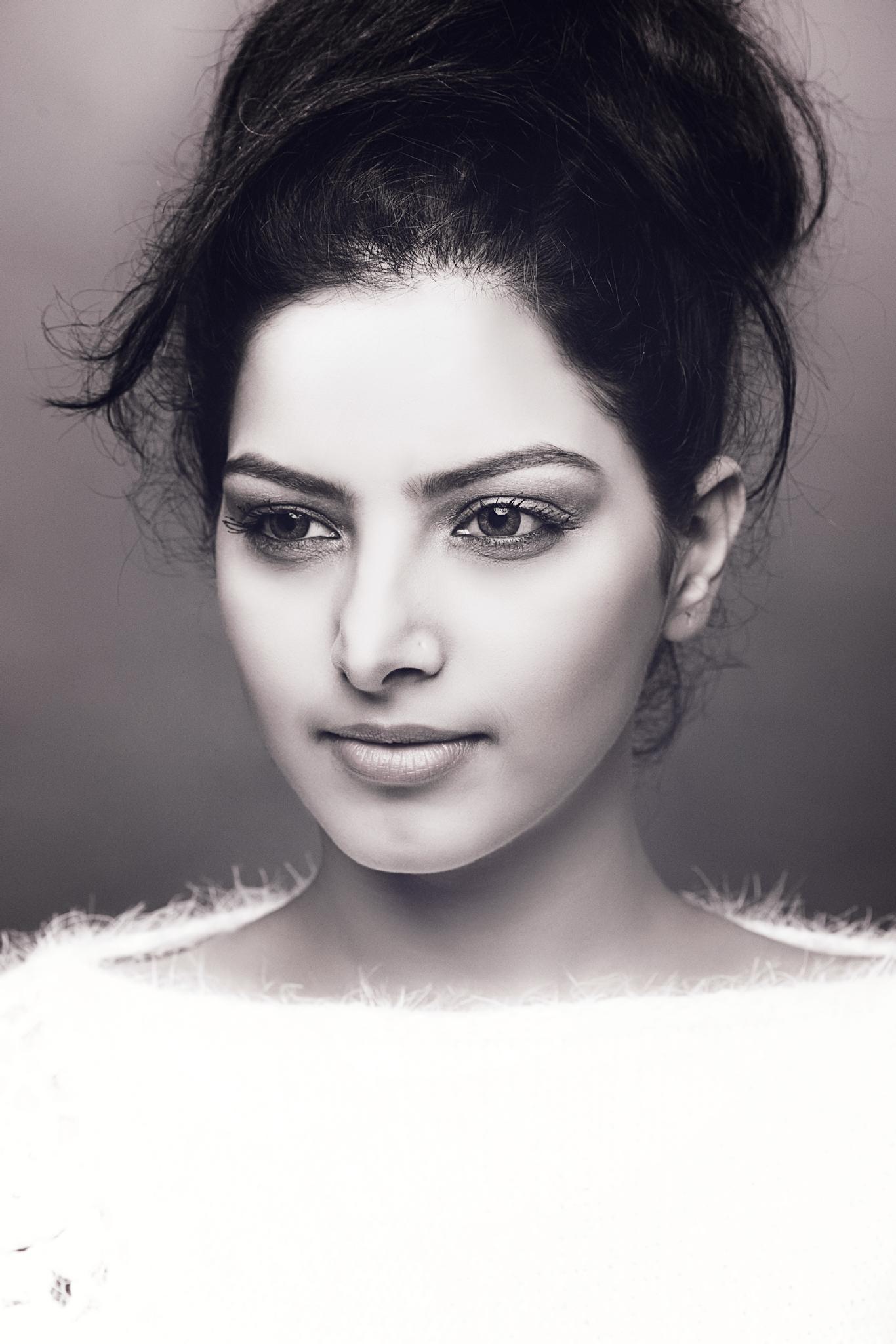 Photo in Portrait #black and white #girl #face #eyes #model #smile #female #lips #nikon #fashion #photography #youpic #portrait