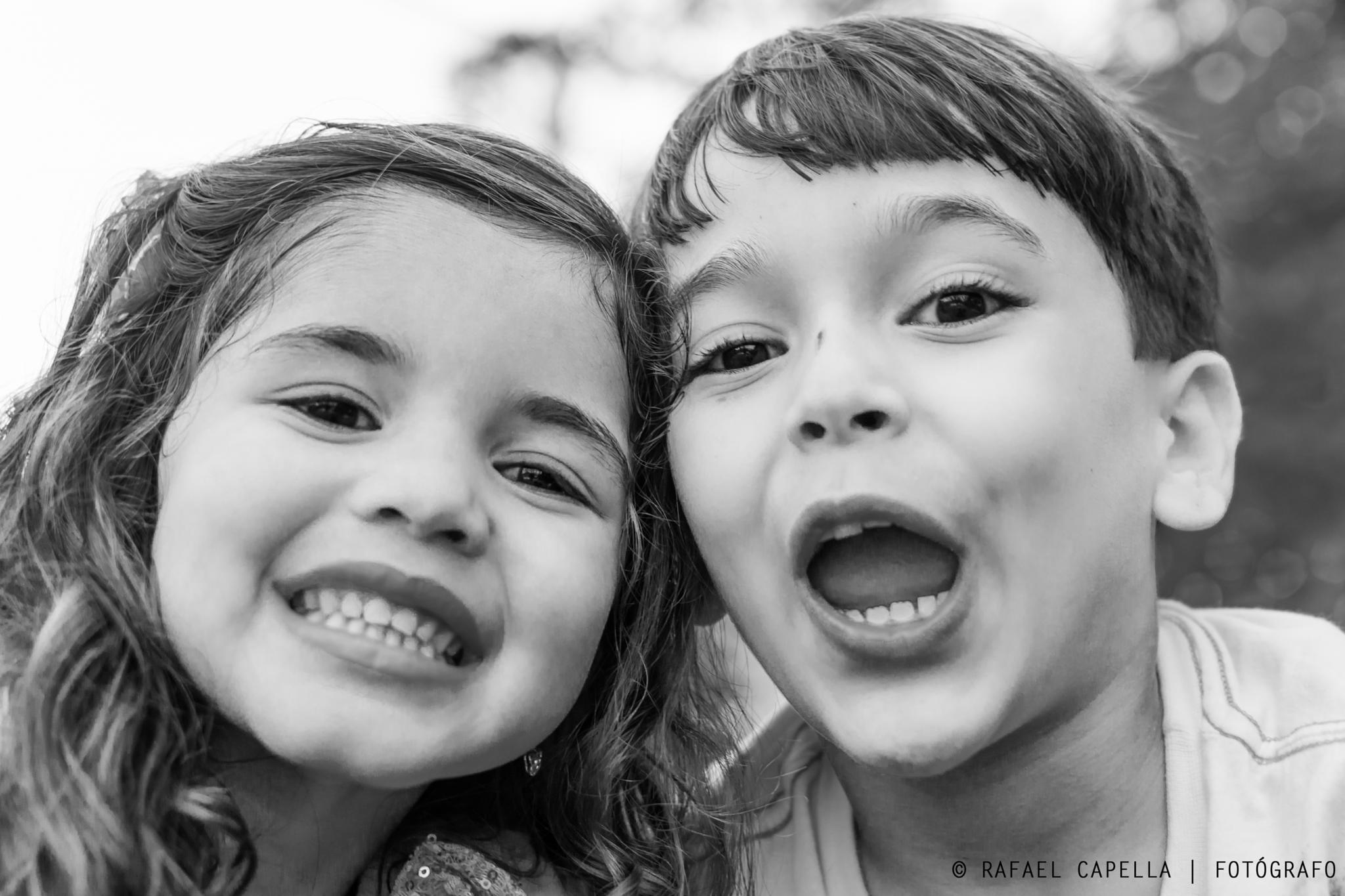 Unknown children. by Rafael Capella