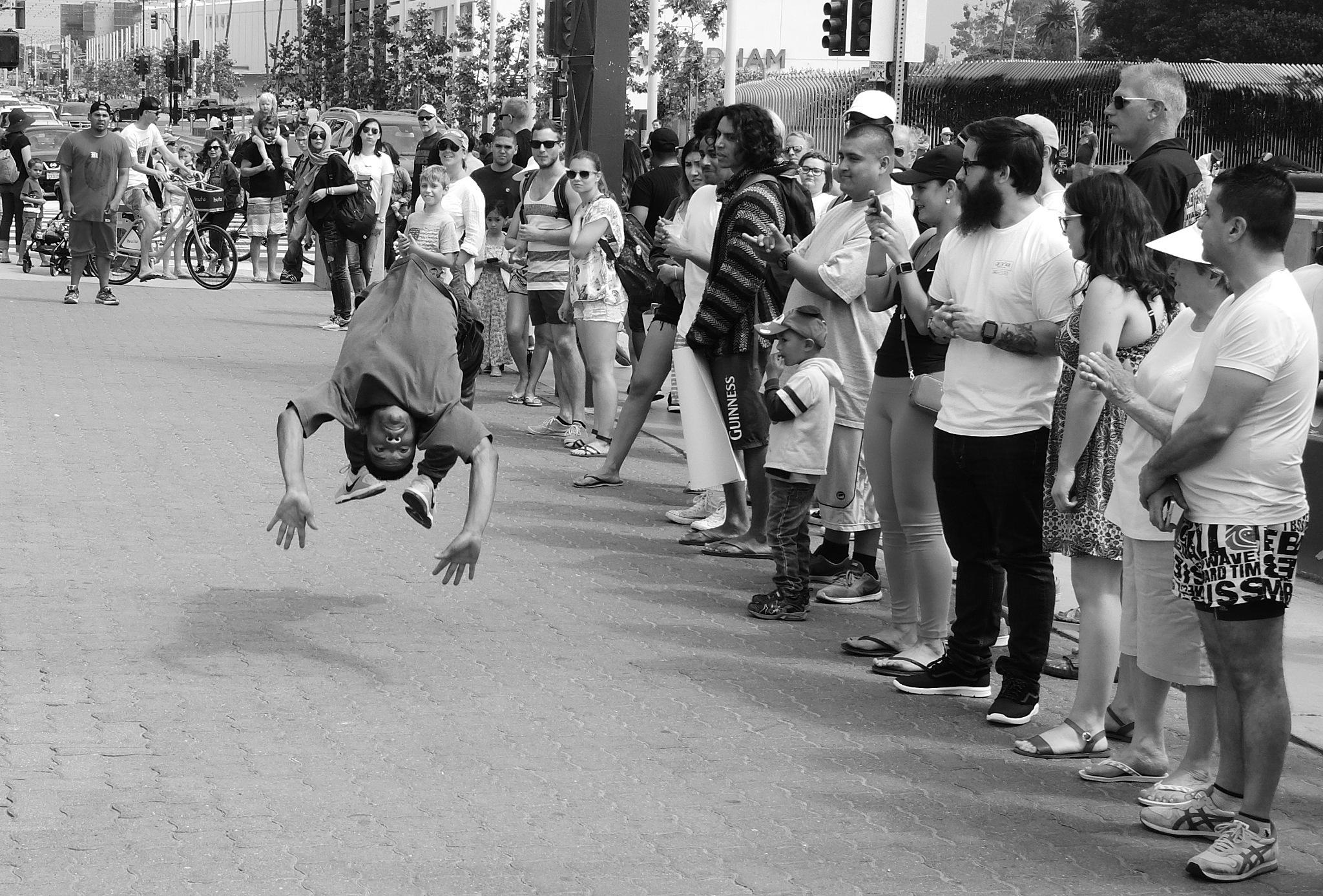Street dance by Ola Edestav