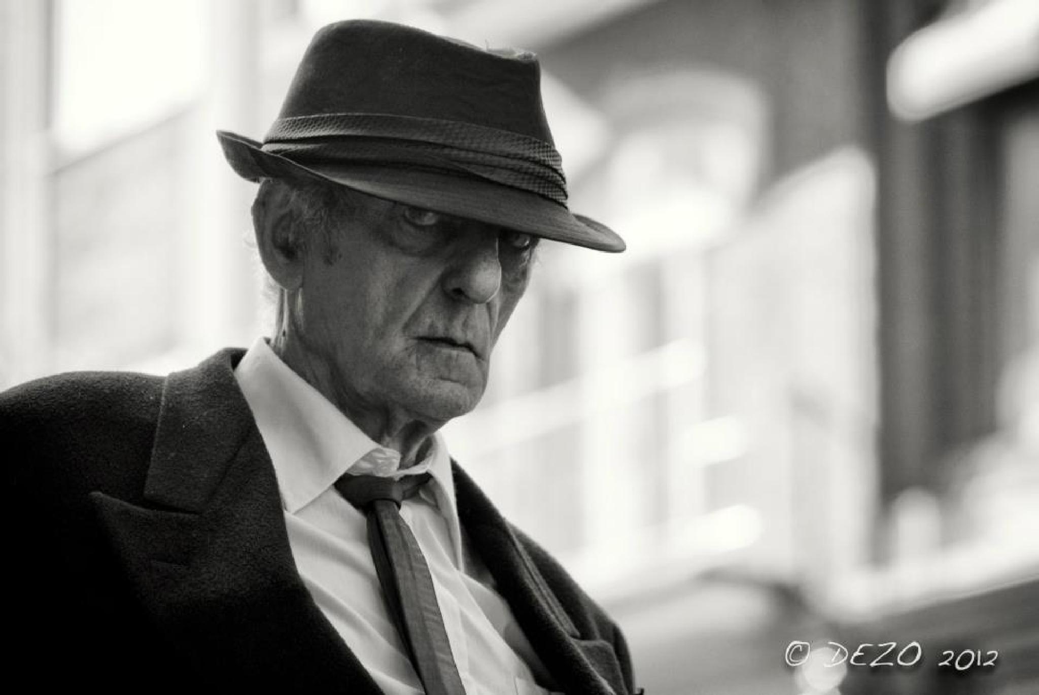 Eye contact by Luc Desormeaux Streetphotographer