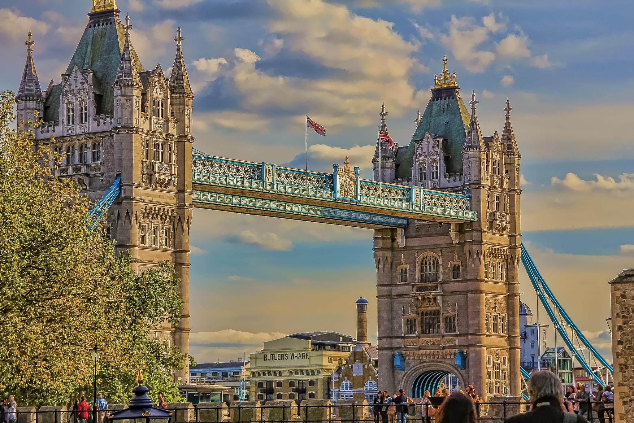 London Bridge by Ruth Sano
