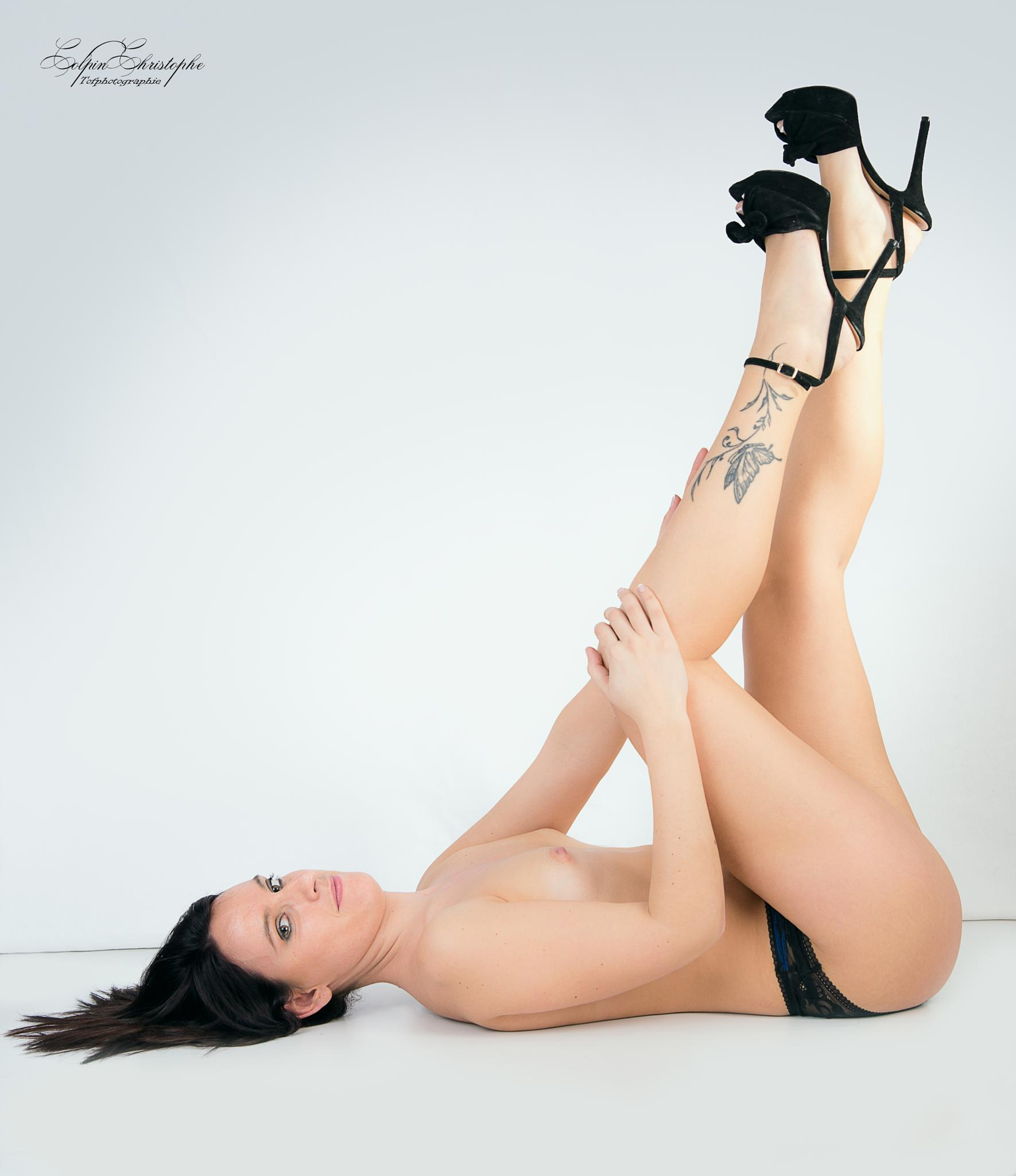 aurelie topless by tofphotographie