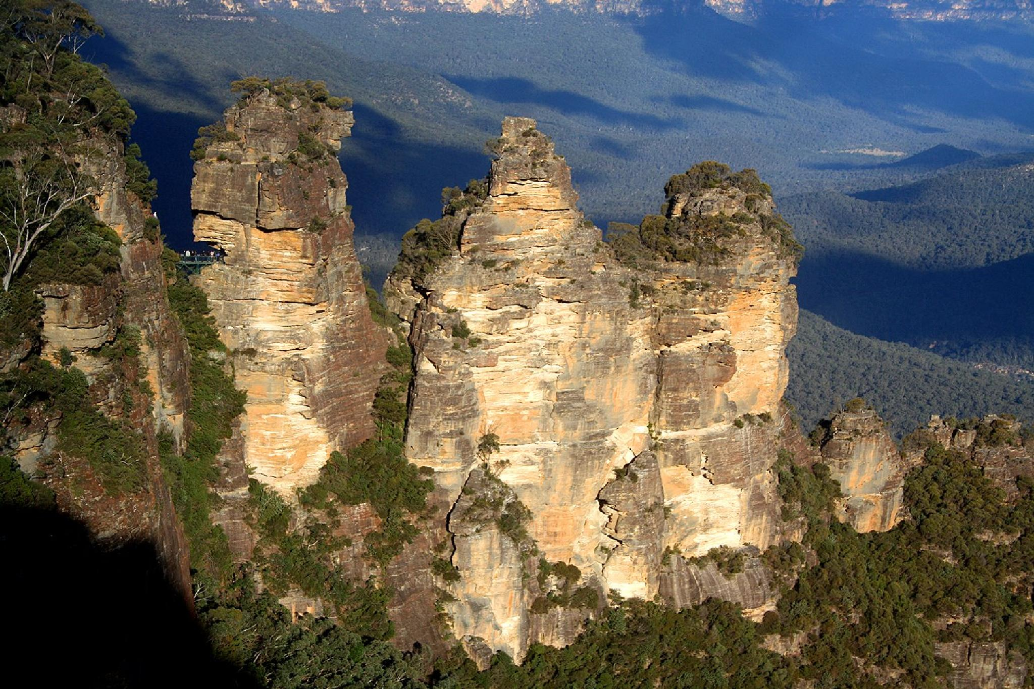 3 Sisters, Echo Point, Blue Mountains, Australia by Richie Henson