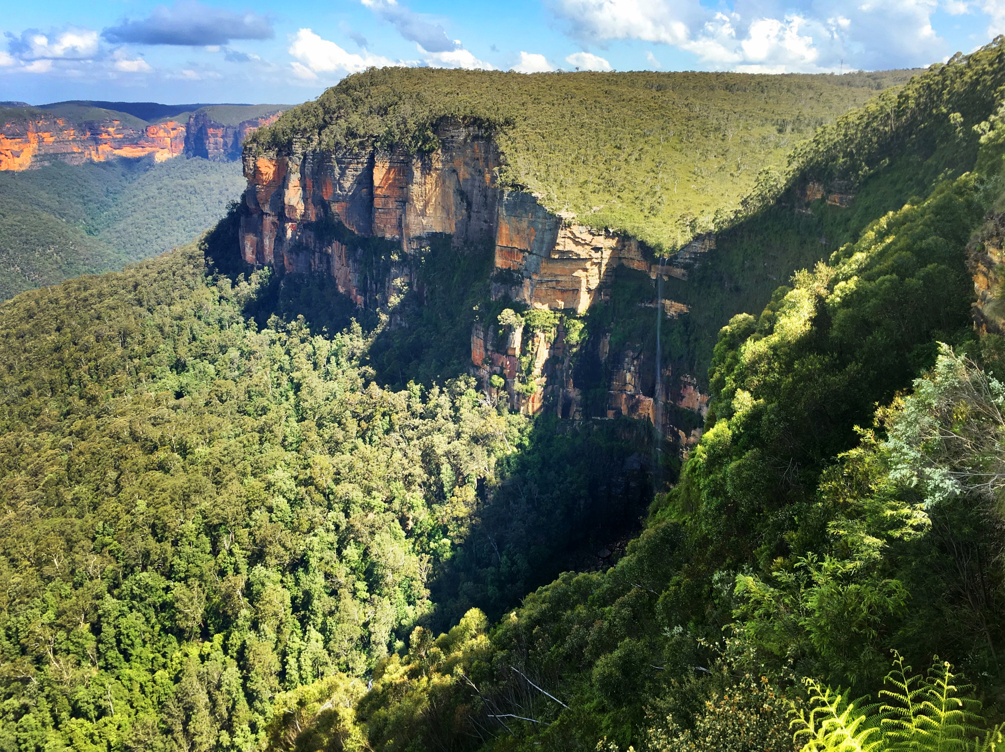 Govett's Leap, Blue Mountains. by Richie Henson