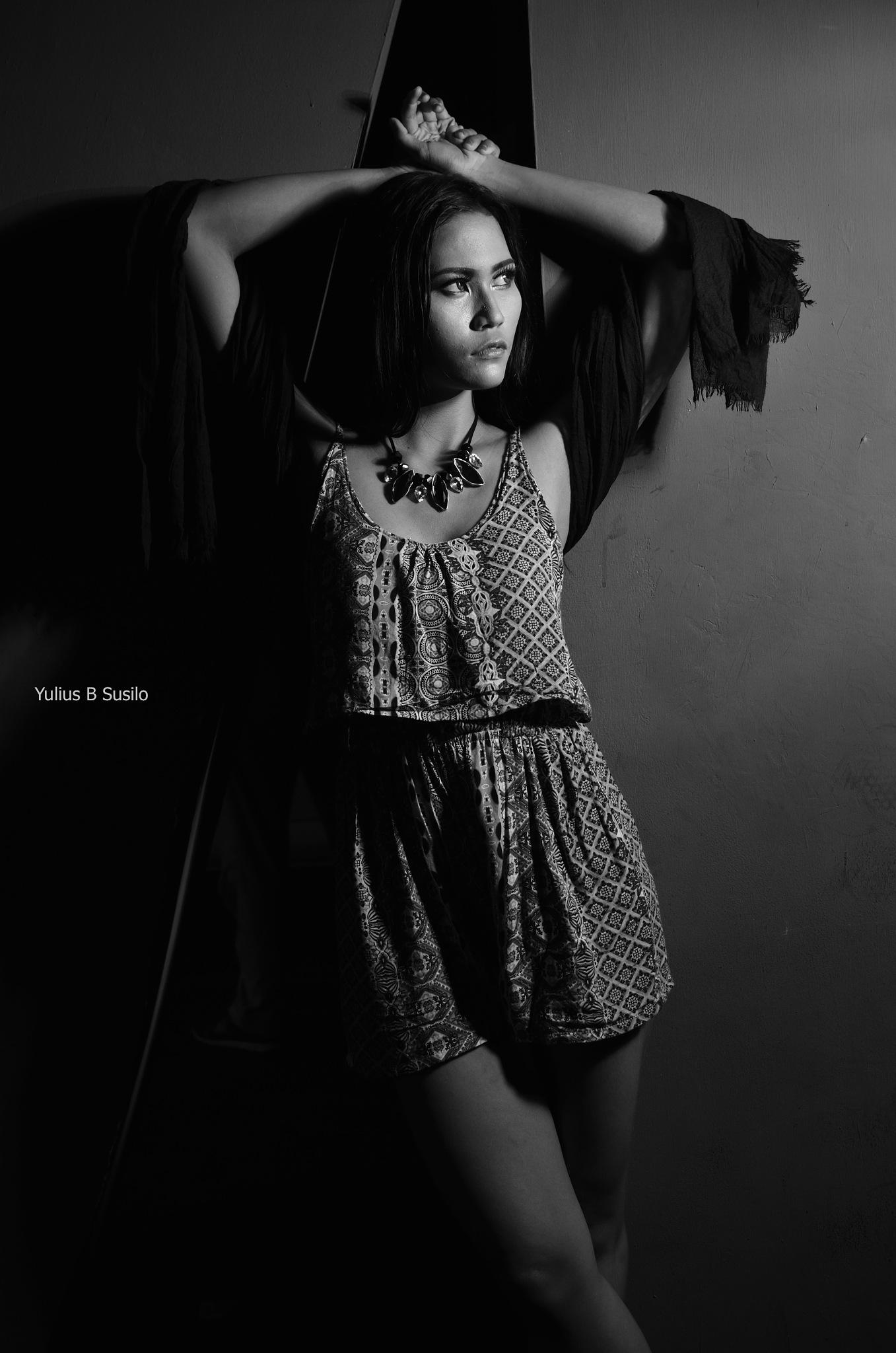 Tata Veronica by Yulius