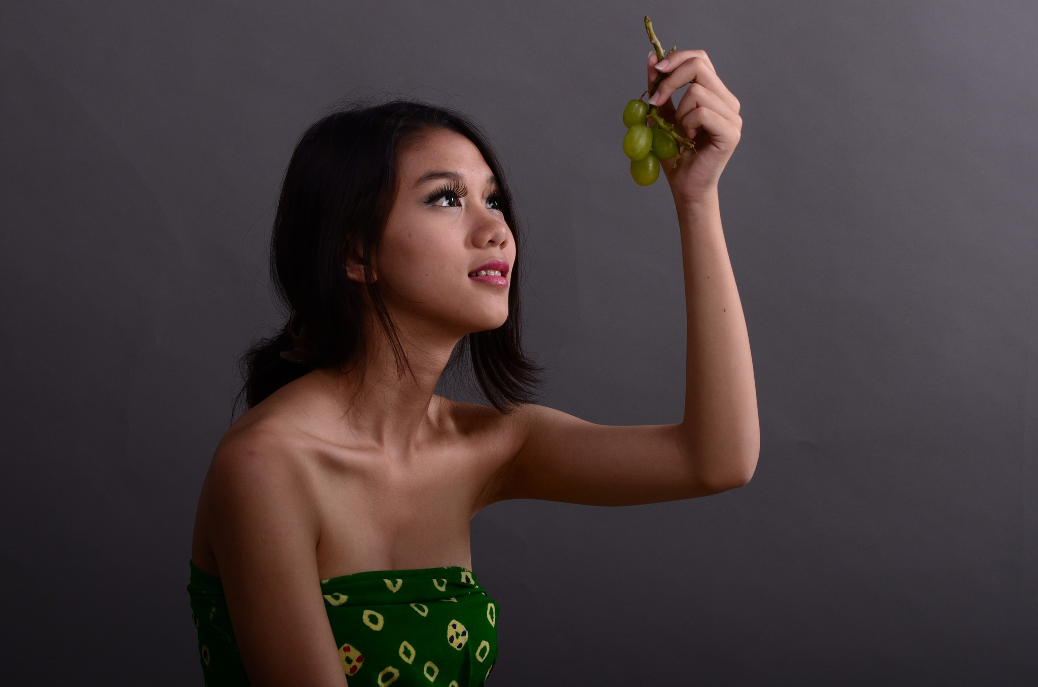Is This Green Grapes? by Yulius