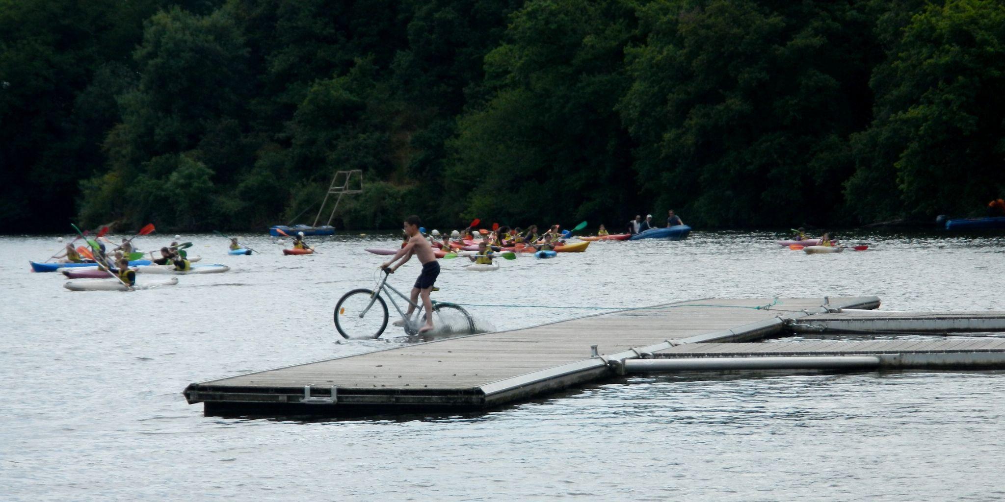 DSCN6033 je roule sur l'eau  by pawel2reklewski