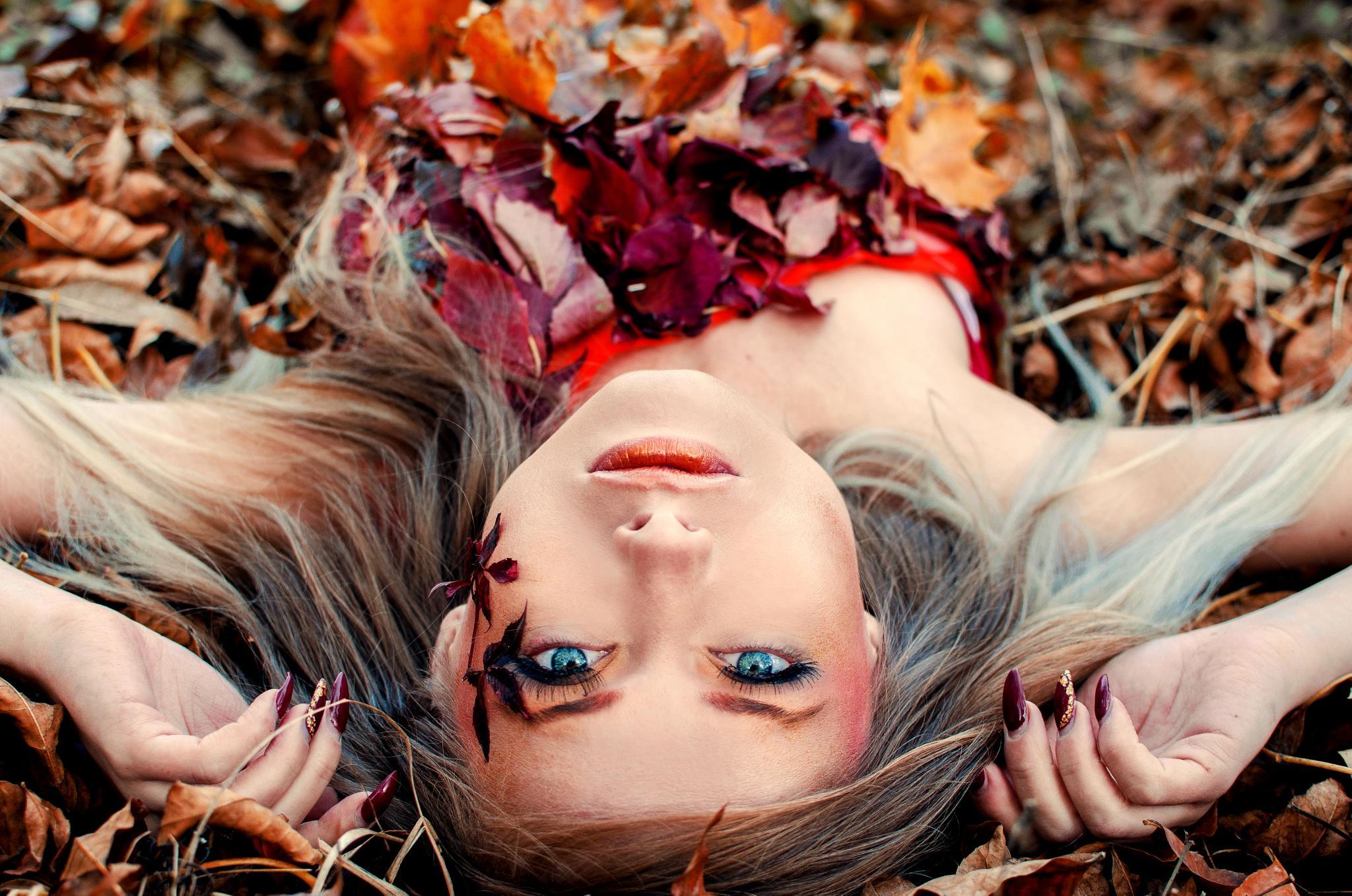 Blue eyes by GeorgianaVMares