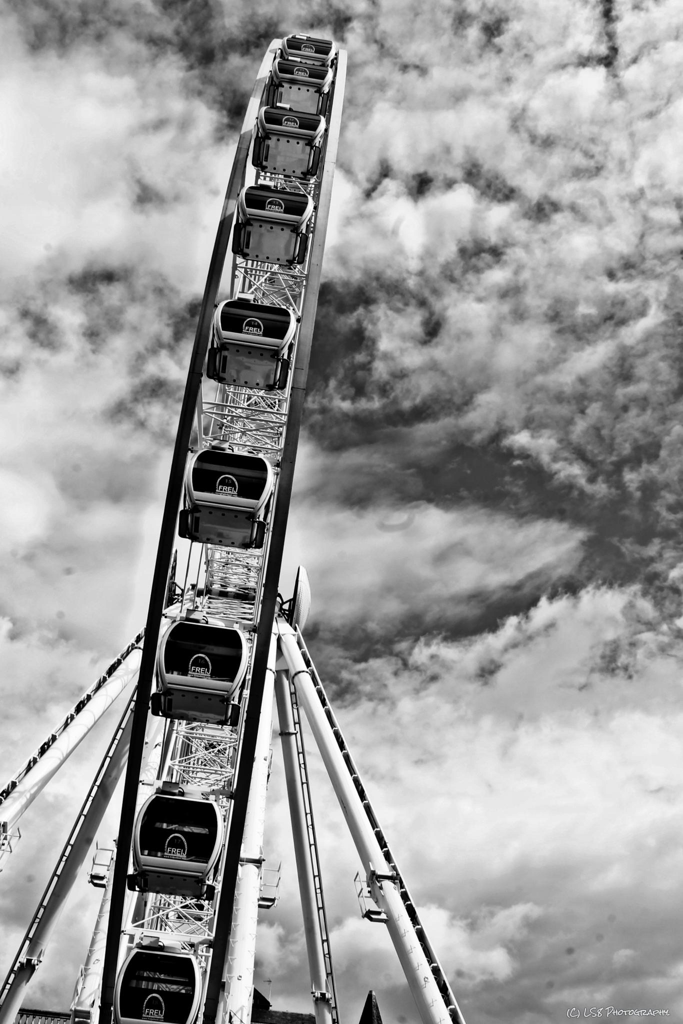 Manchester Wheel by rickypop