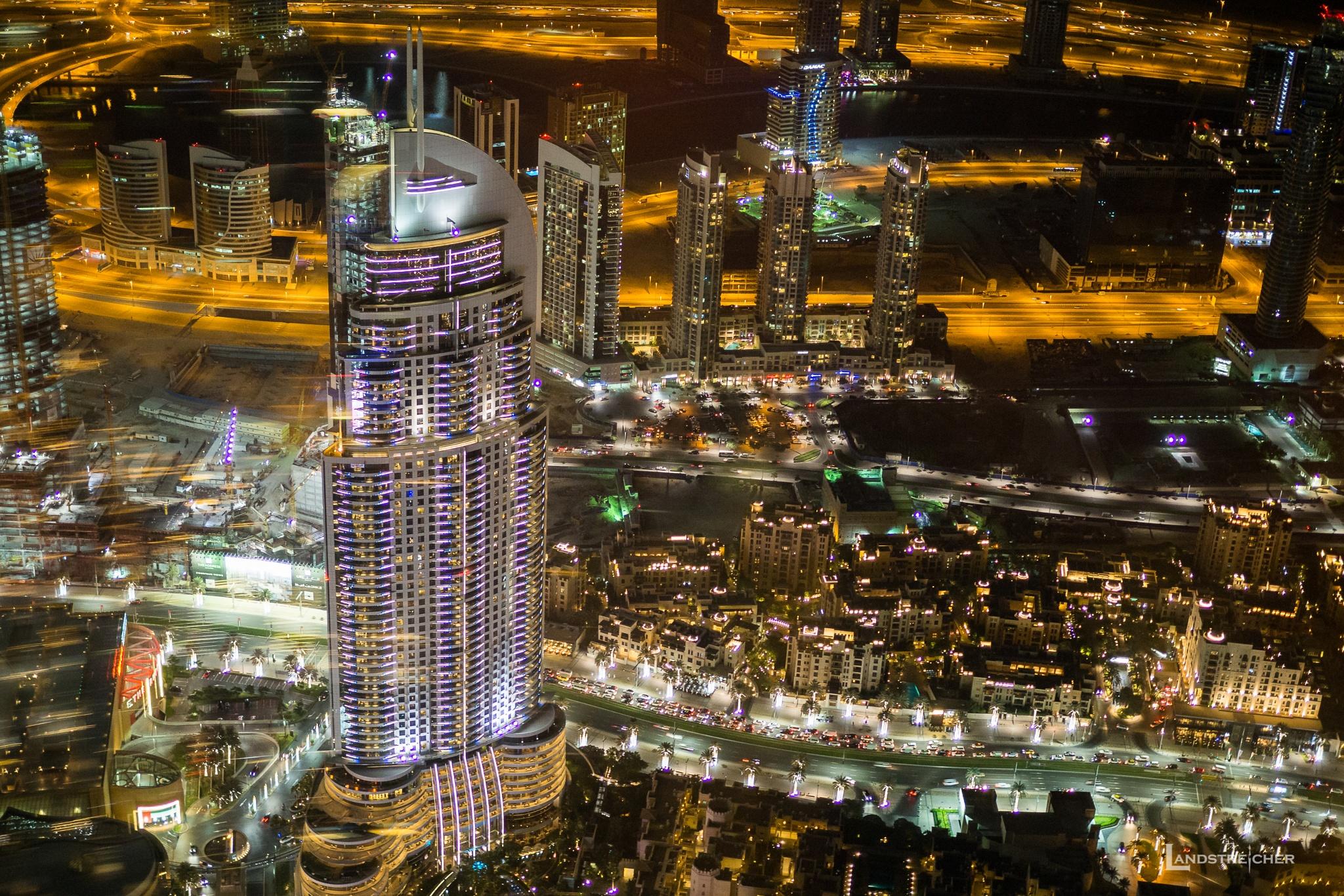 View from 124th floor of Burj Khalifa by Landstreicher