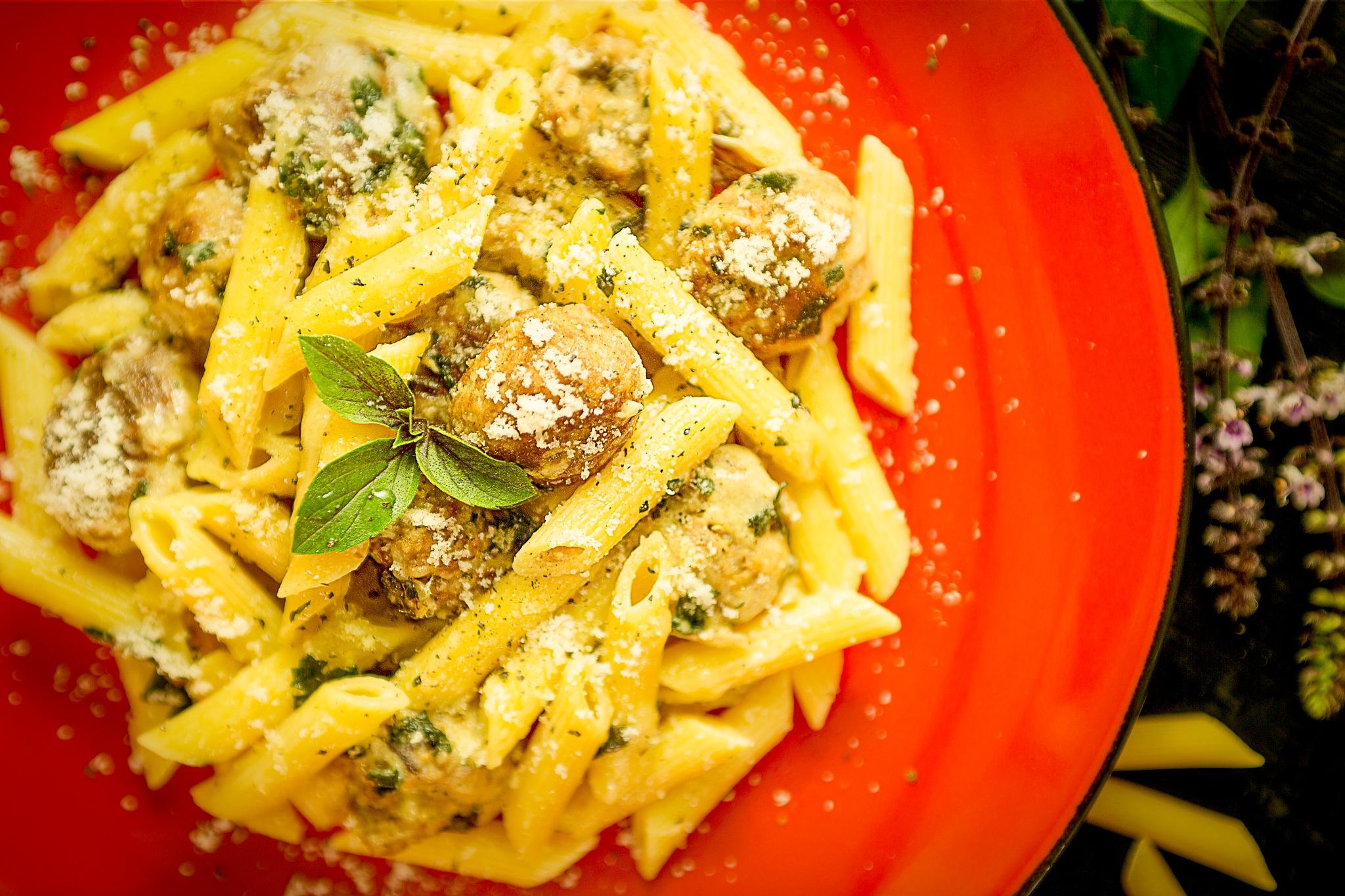 Homemade meatball pasta by Giuseppe Calvinisti