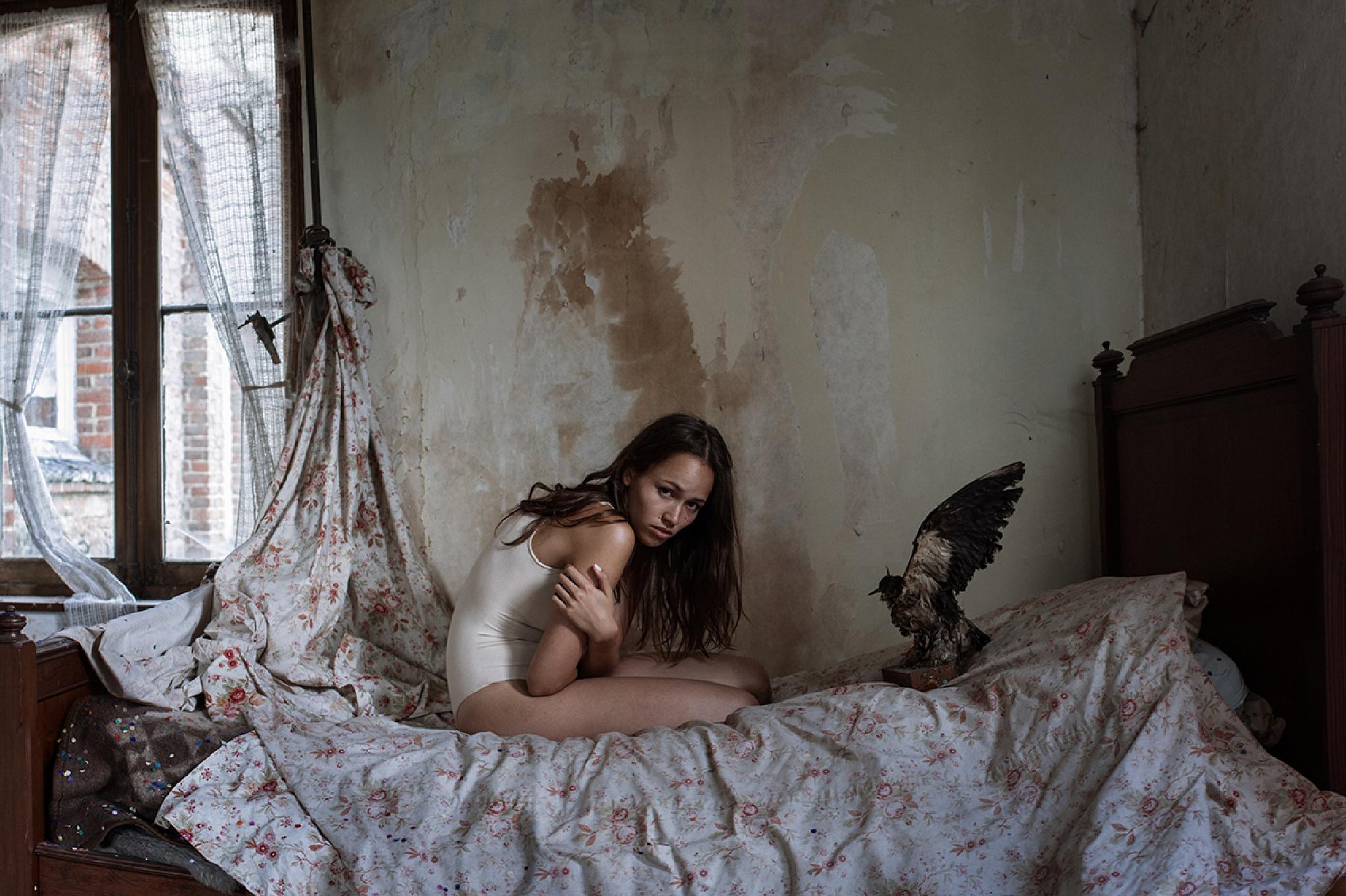Catalina and the bird by Katja Kemnitz