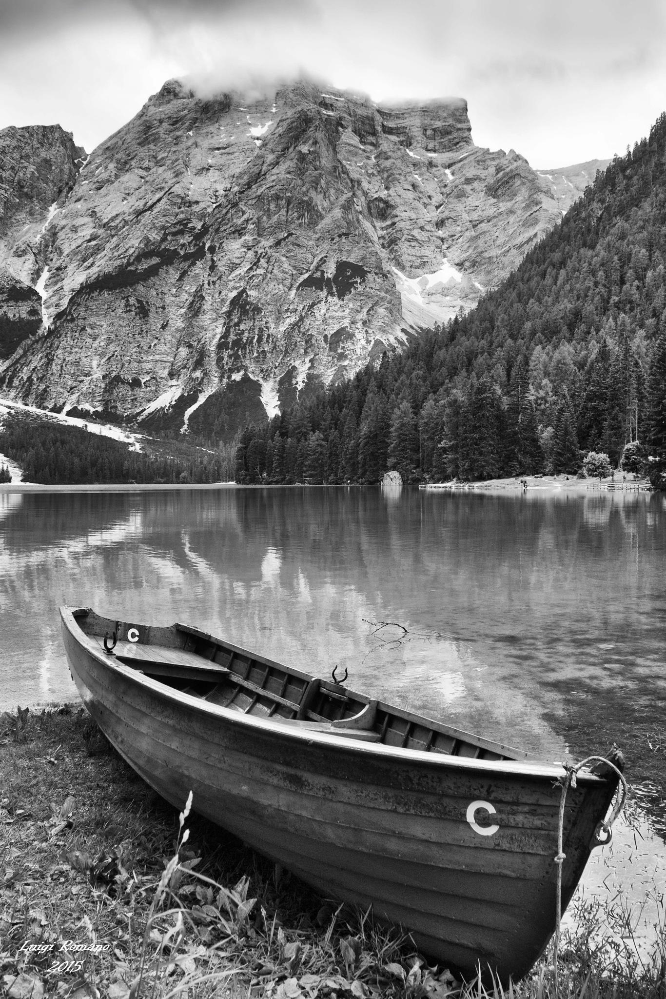 The boat aground by Luigi Romano