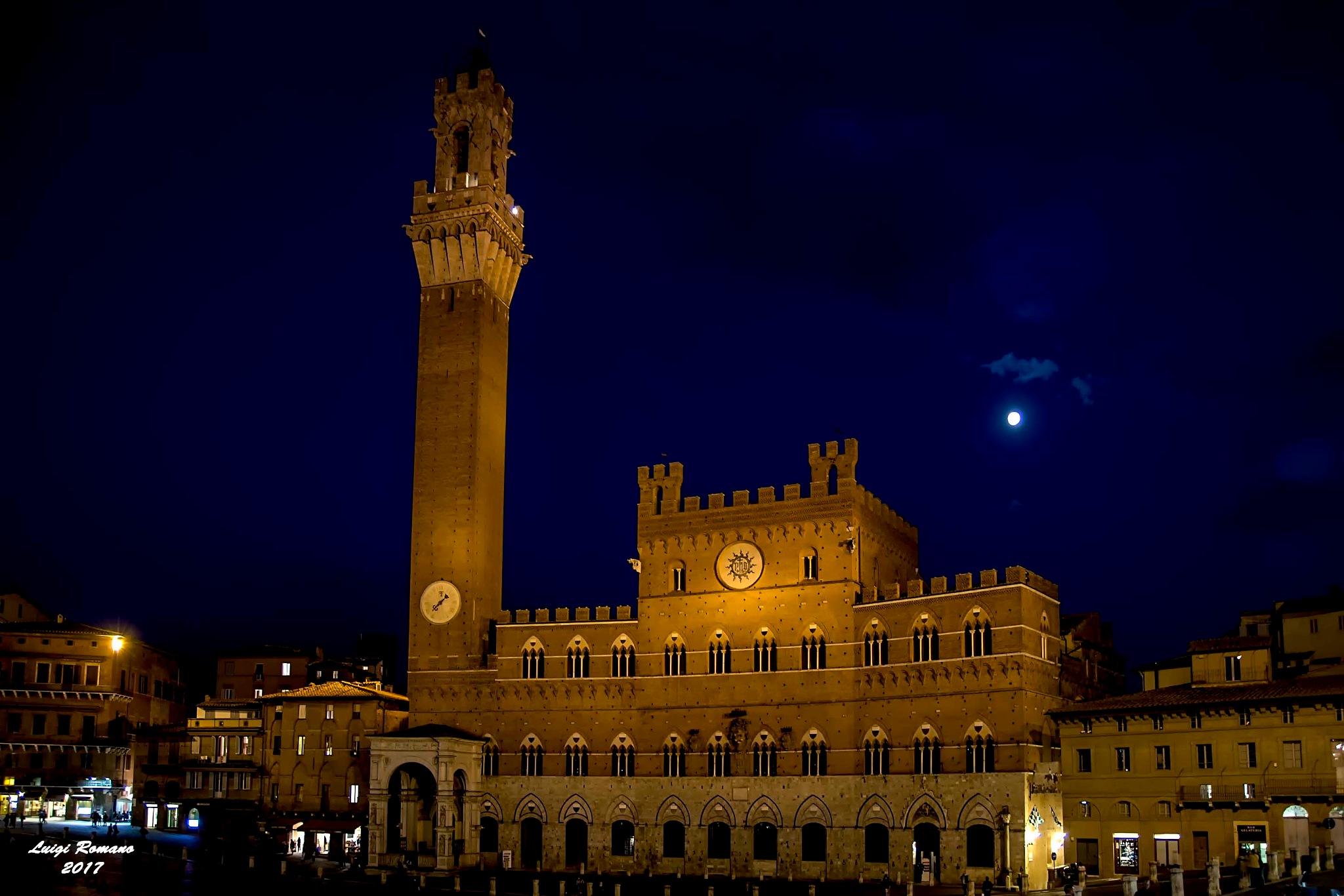 Palazzo Pubblico and the Torre del Mangia at night by Luigi Romano