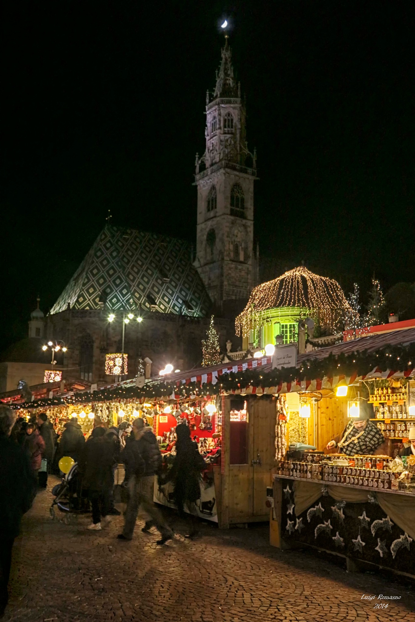 The moon, the cathedral and the Christmas market by Luigi Romano