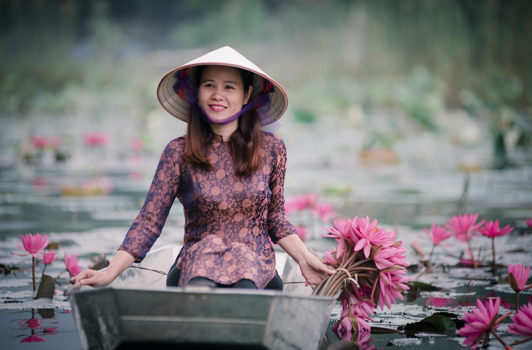 Vietnamese Beauty at Yen River by Quang Le