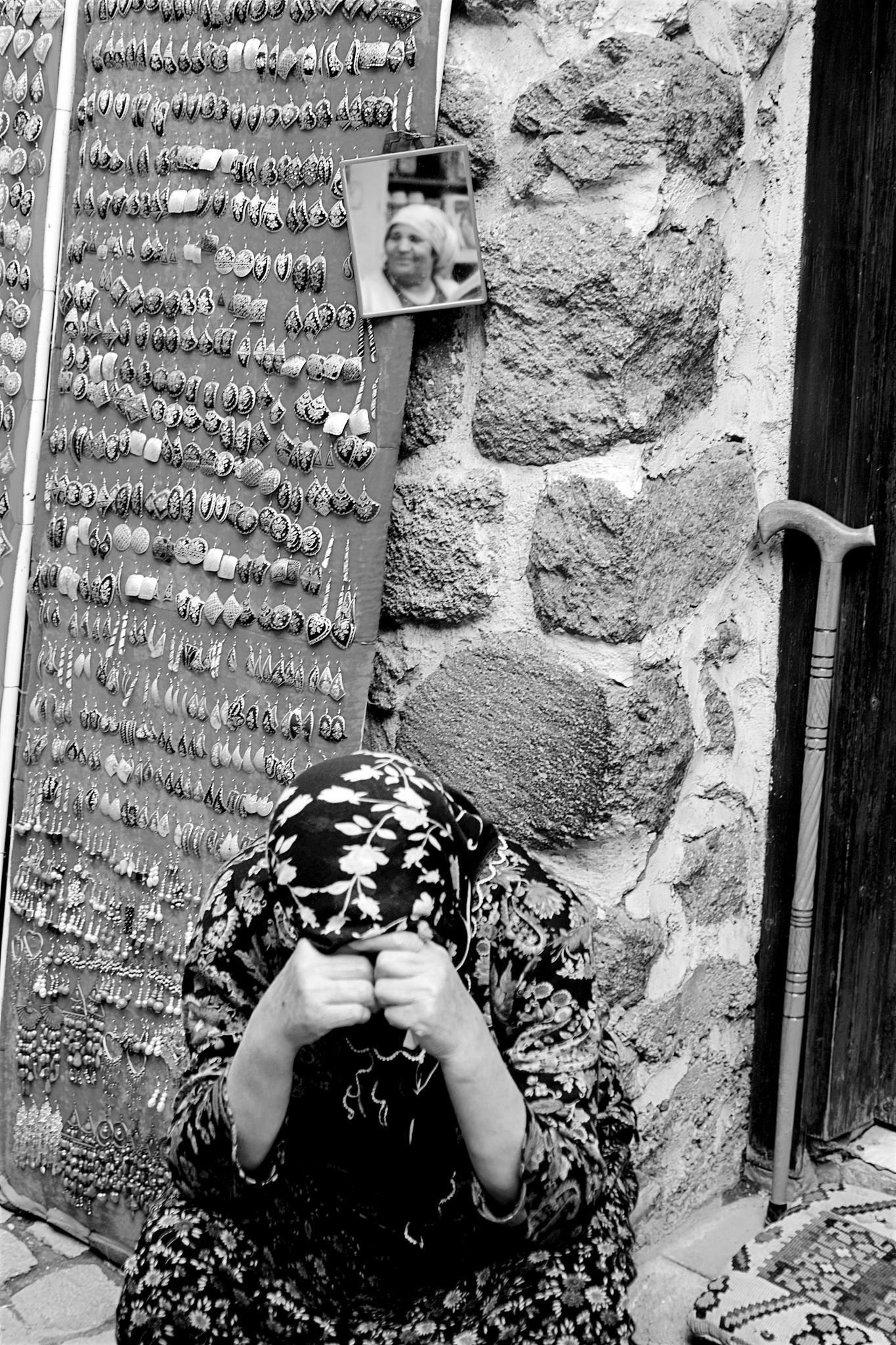 Aynalardan Kacarken by VolkanColak
