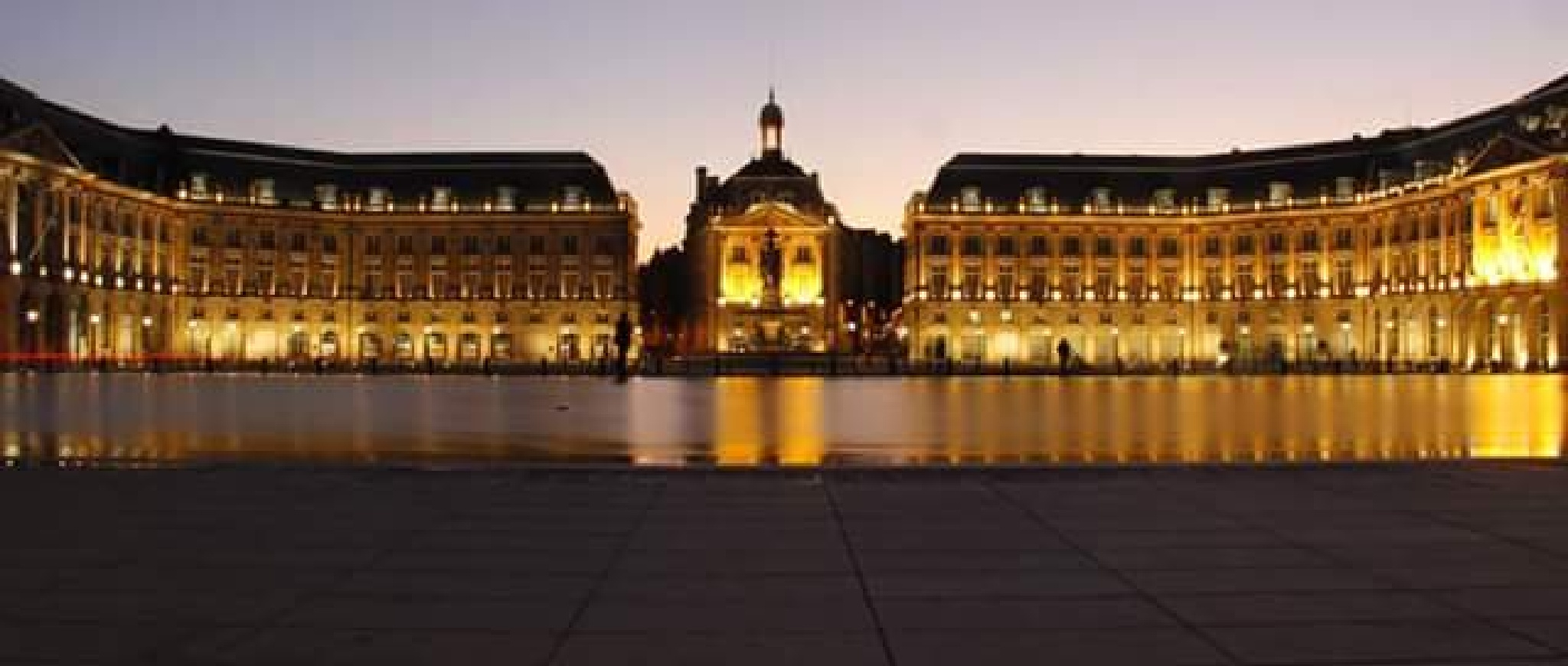 Bordeaux by night by thierrylorenzo