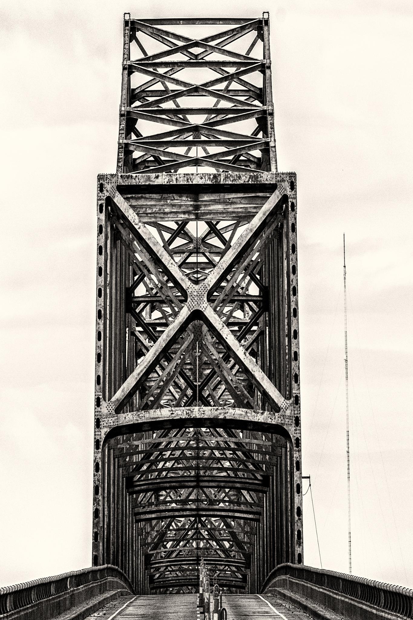 Evansville Indiana Bridge by azvagabond