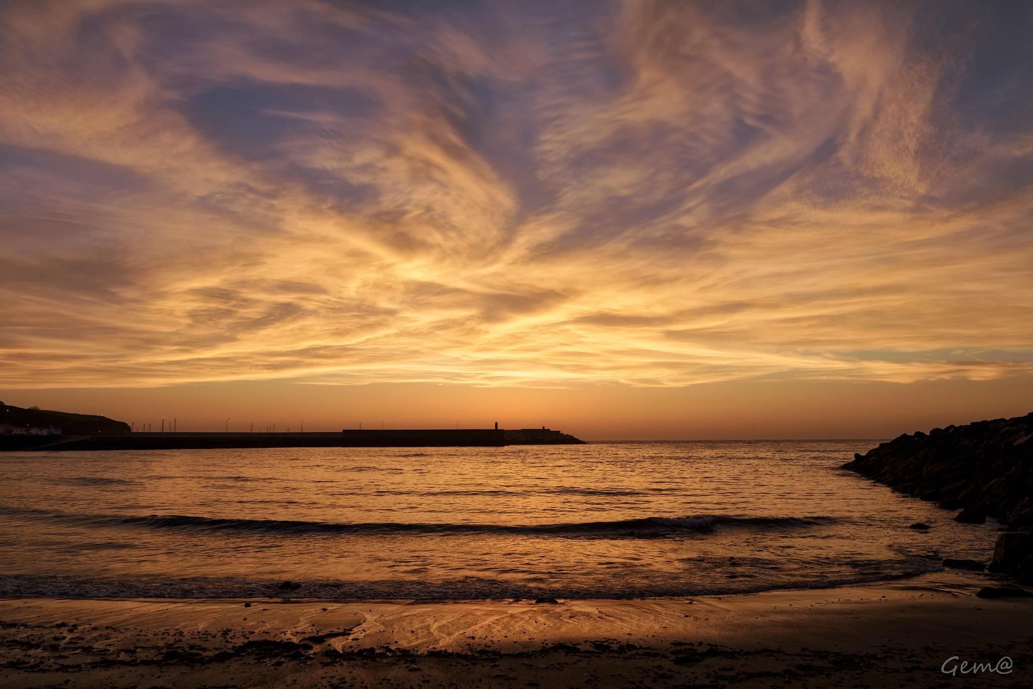 A different beautiful light at sunrise by Gema González
