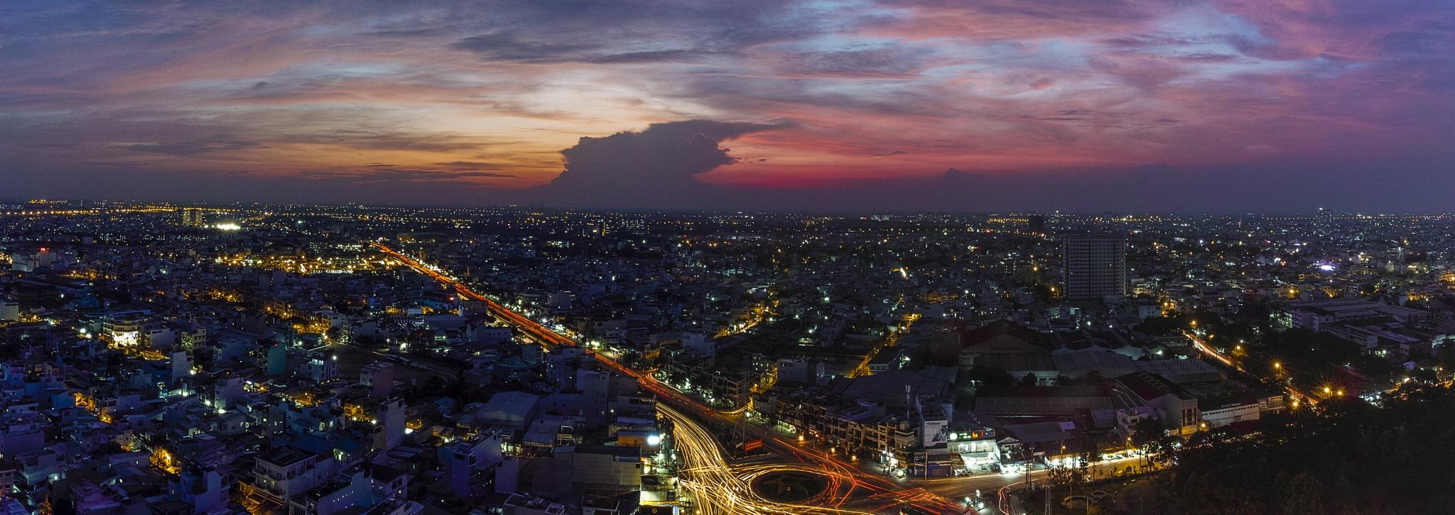 Sunset in Saigon by Hải Sơn